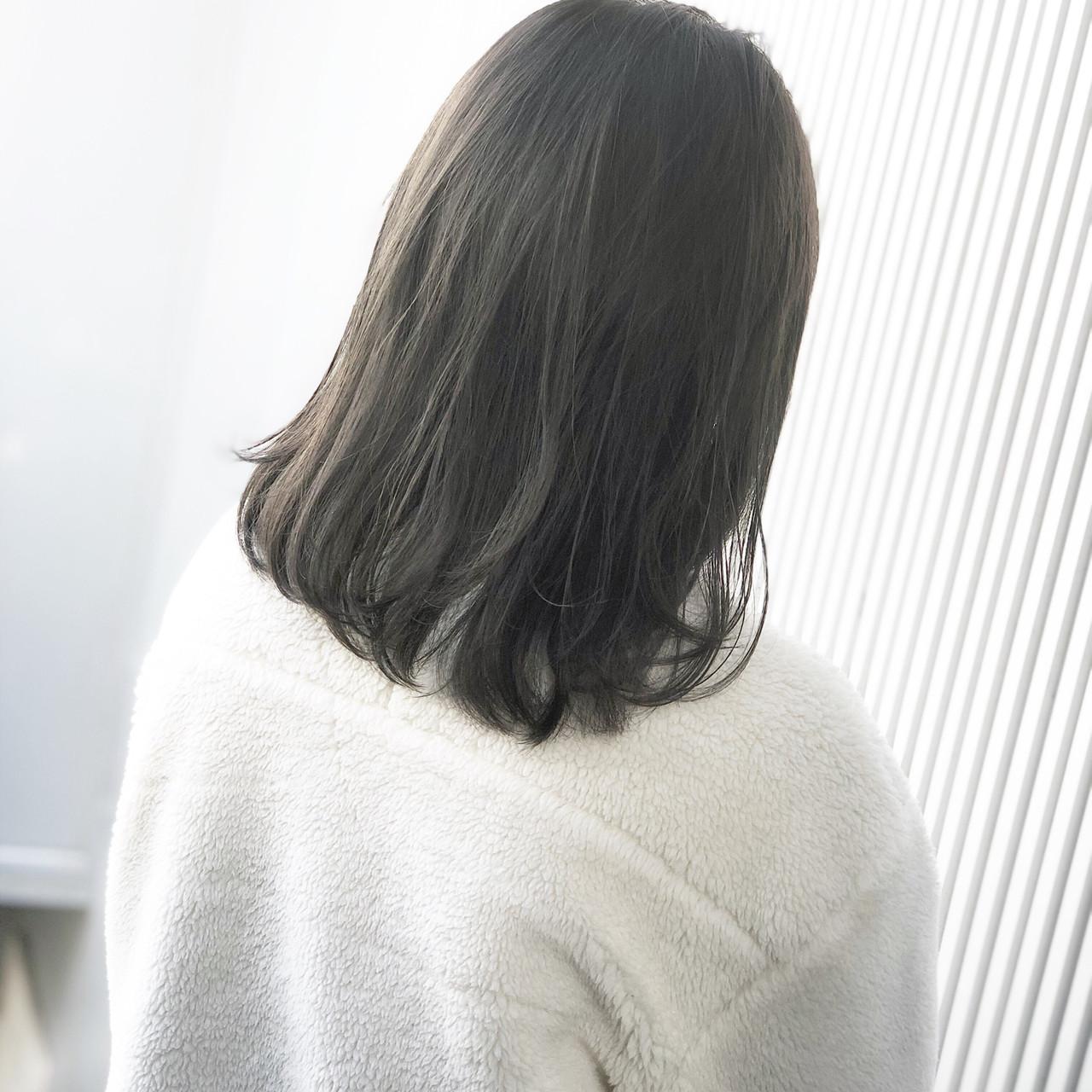 アッシュ ナチュラル グレージュ ミディアム ヘアスタイルや髪型の写真・画像