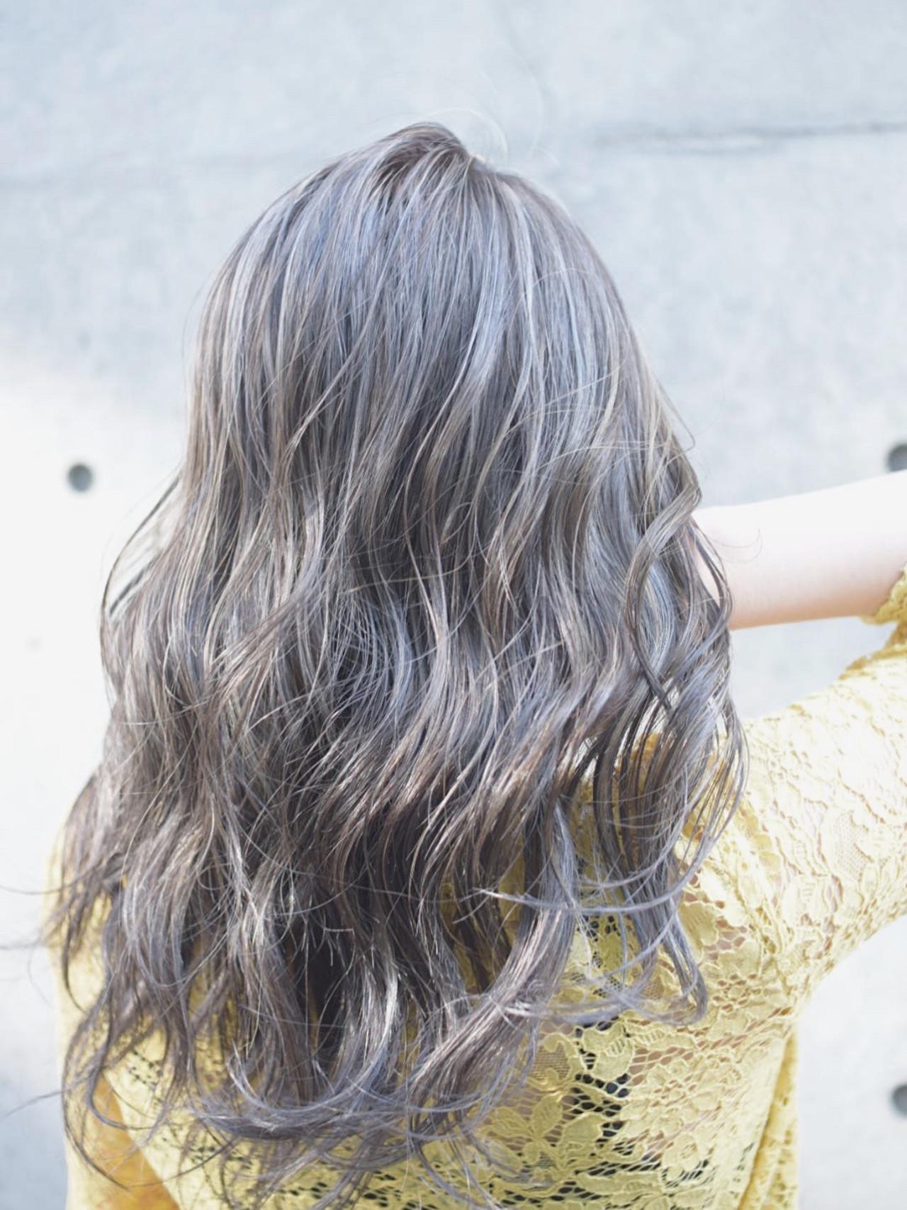 コントラストハイライト ハイライト セミロング アッシュグレージュ ヘアスタイルや髪型の写真・画像