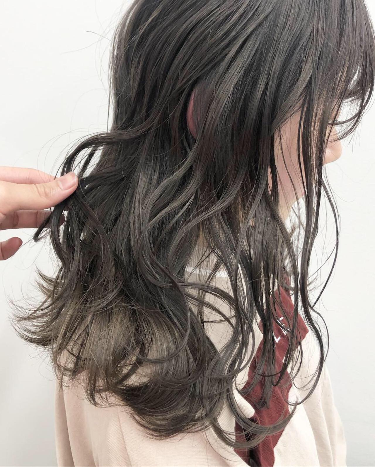 ダークカラー グレージュ ハイライト ミルクティーベージュ ヘアスタイルや髪型の写真・画像