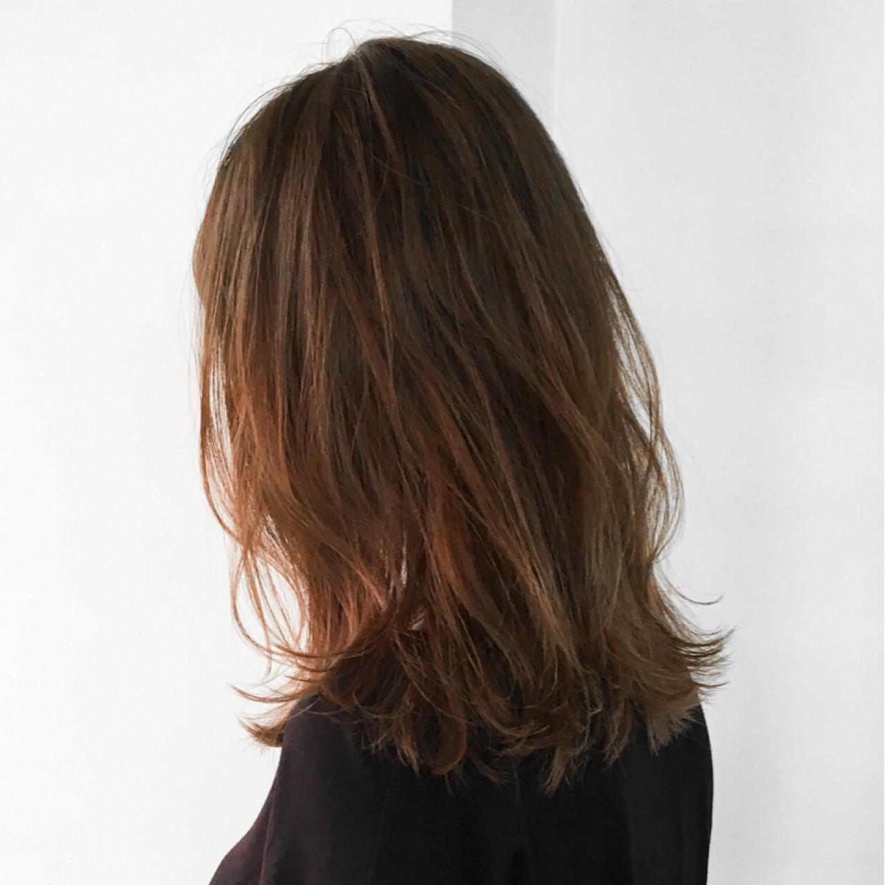 ミディアム ナチュラル グラデーションカラー ハイトーン ヘアスタイルや髪型の写真・画像