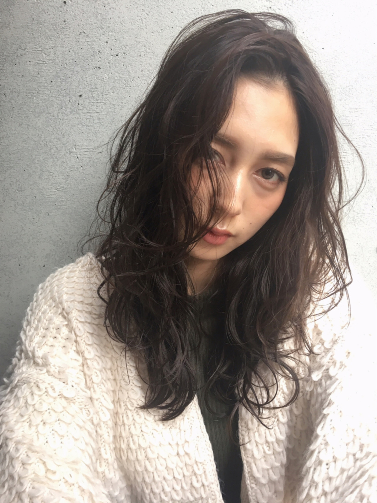 大人女子 秋 アッシュグレージュ ナチュラル ヘアスタイルや髪型の写真・画像