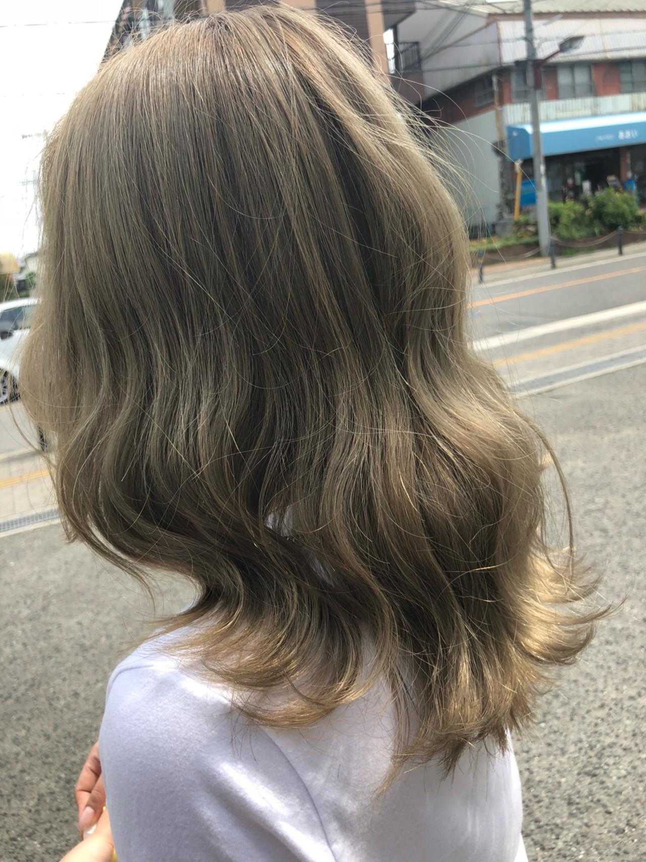 グラデーションカラー グレージュ ロング アウトドア ヘアスタイルや髪型の写真・画像   筒井 隆由 / Hair salon mode