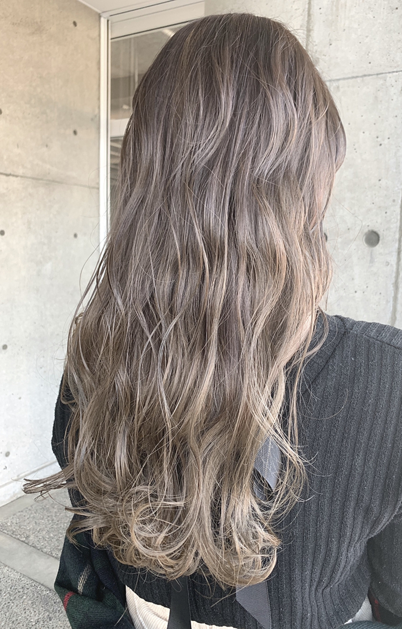 バレイヤージュ セミロング ハイトーン ベージュ ヘアスタイルや髪型の写真・画像 | 湯浅賢一(ユアサケンイチ) / ROPE hair