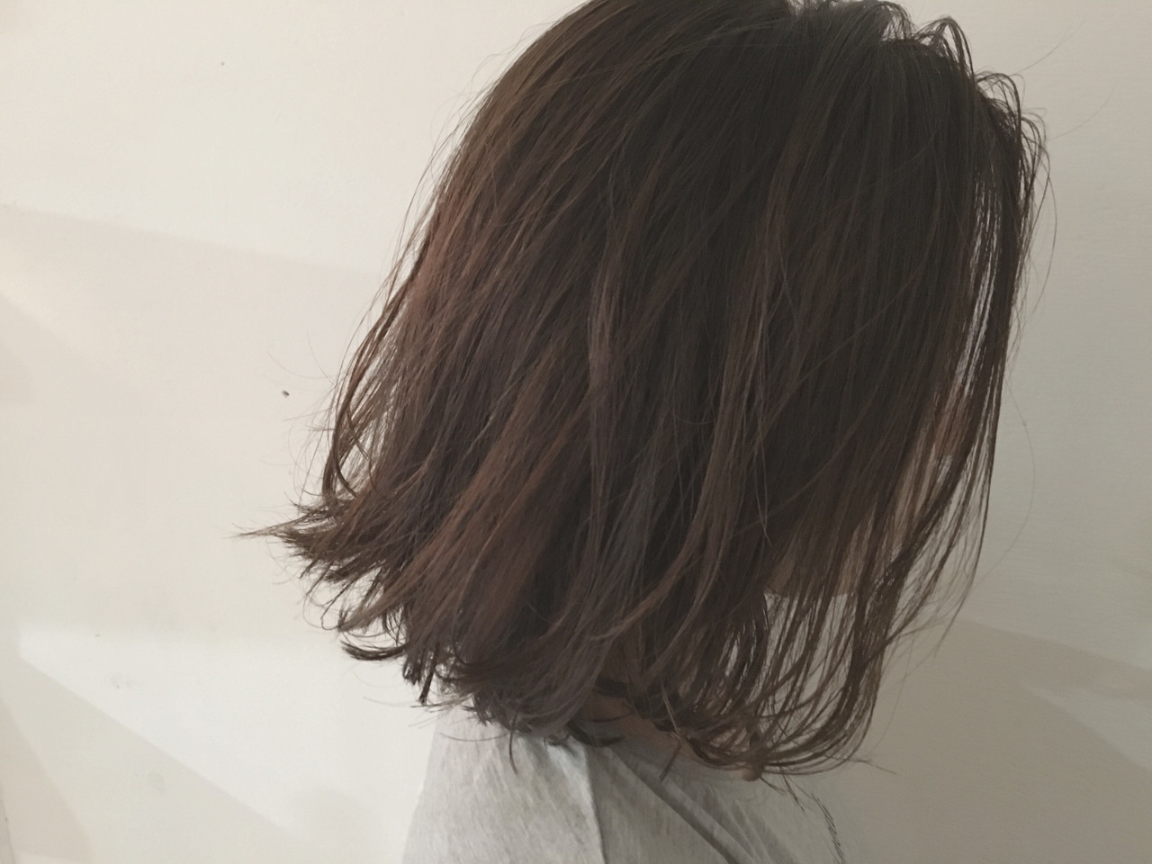 ウェットヘア 暗髪 グレージュ ロブ ヘアスタイルや髪型の写真・画像   杉谷 将也 / DiLL / DiLL