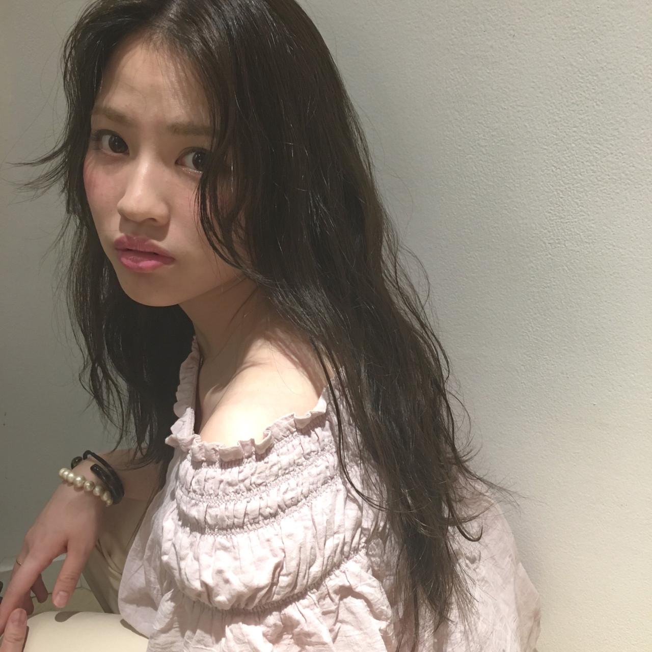 ロング フェミニン グラデーションカラー 外国人風 ヘアスタイルや髪型の写真・画像 | 渡会佳奈 / RUALA