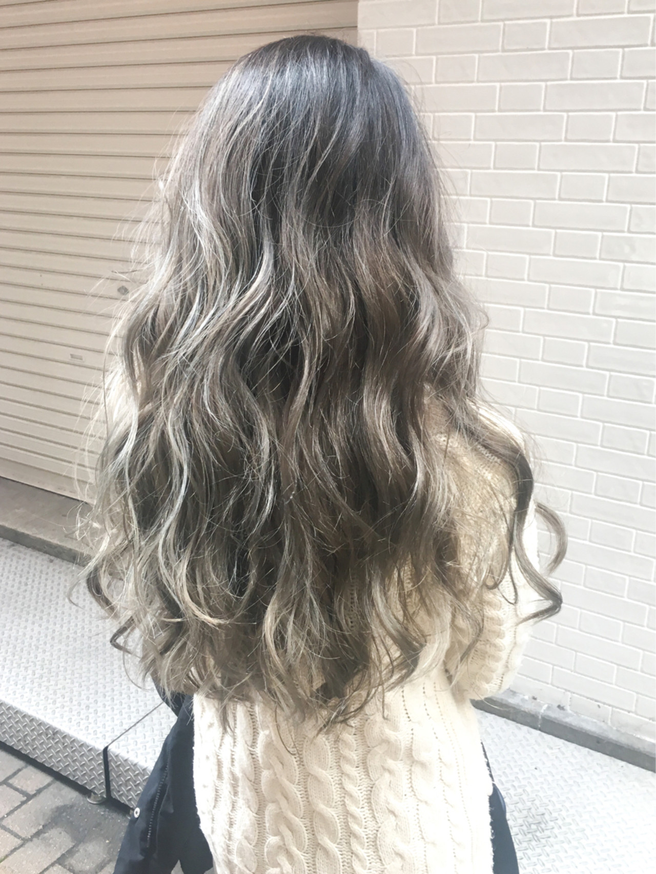 グレージュ ロング ブリーチ エレガント ヘアスタイルや髪型の写真・画像