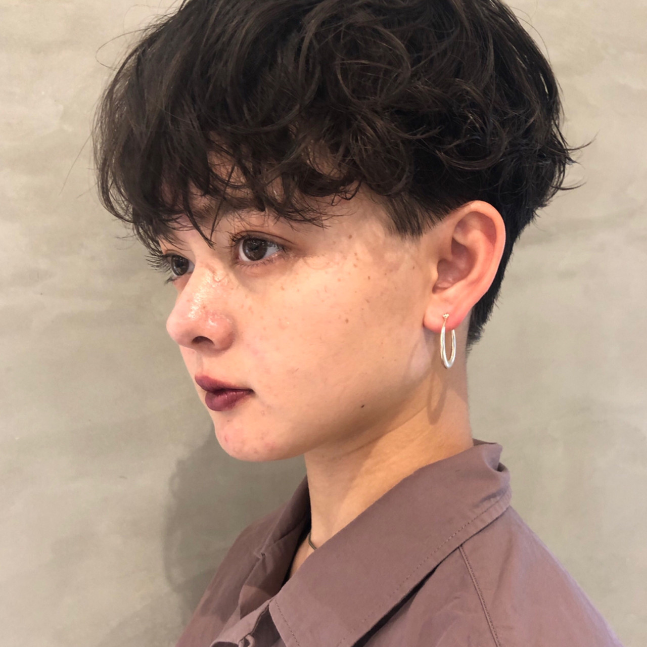 パーマ ナチュラル 大人ショート ハンサムショート ヘアスタイルや髪型の写真・画像