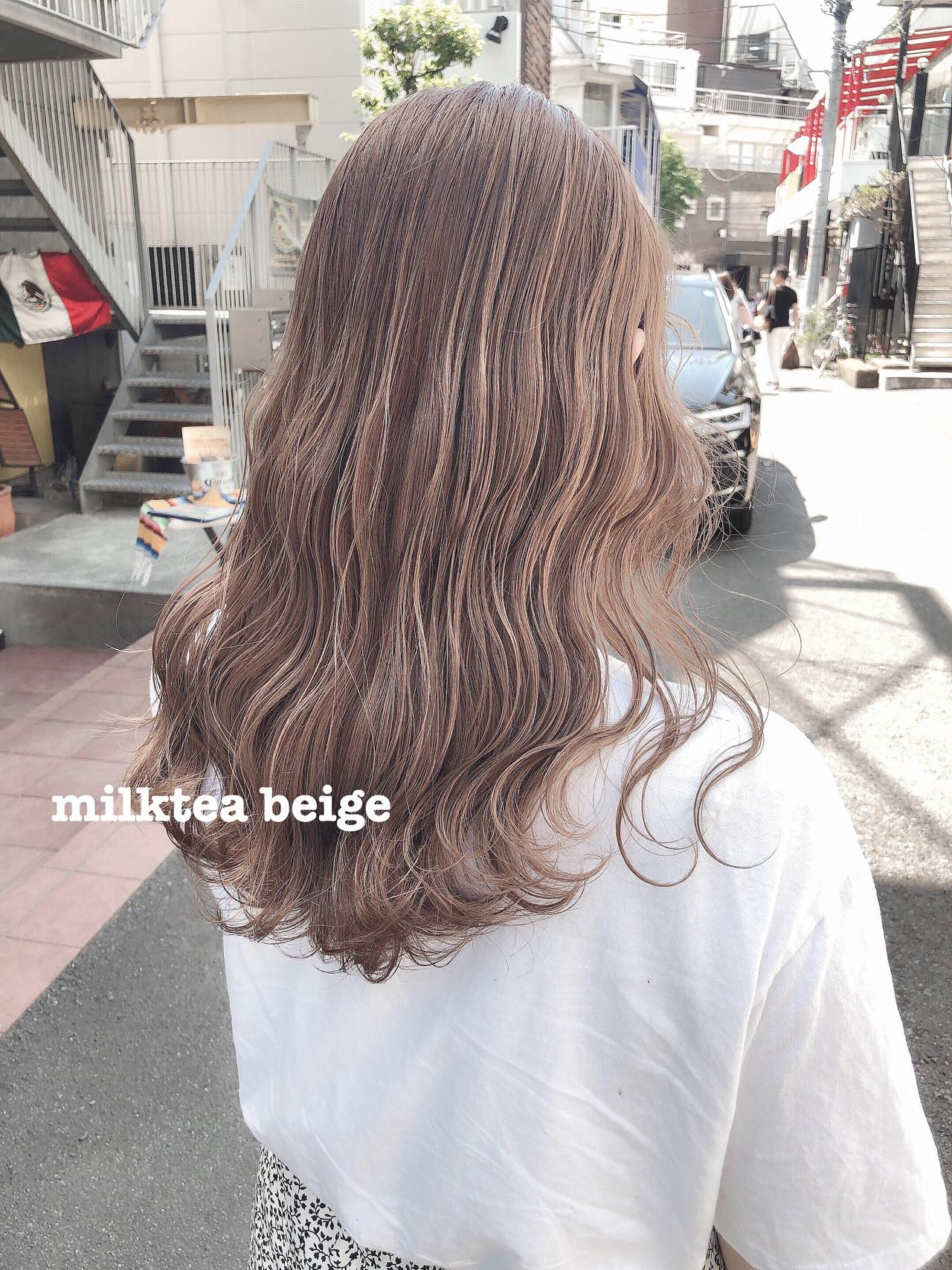 ハイトーンカラー ピンクベージュ オリーブベージュ ナチュラル ヘアスタイルや髪型の写真・画像