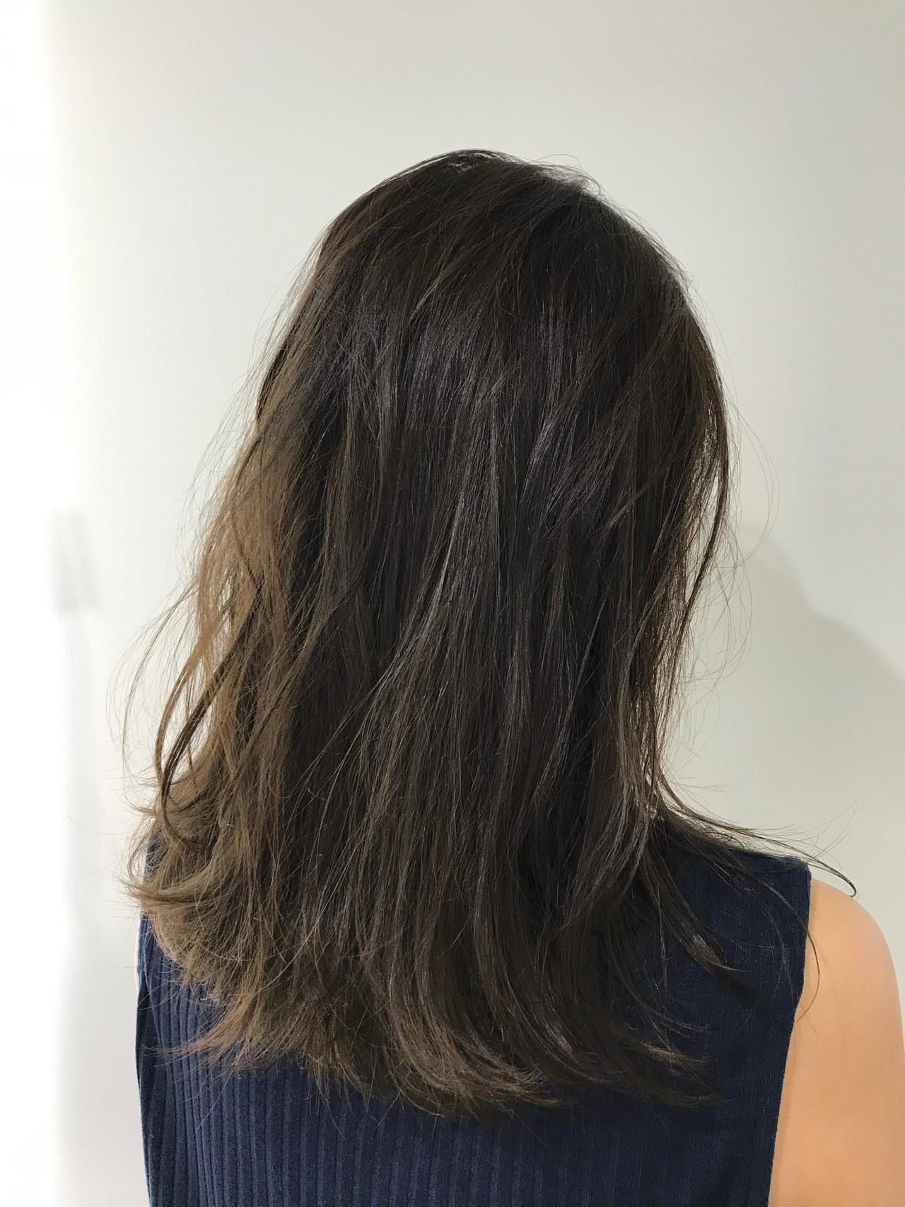 セミロング 透明感カラー グレージュ 個性的 ヘアスタイルや髪型の写真・画像