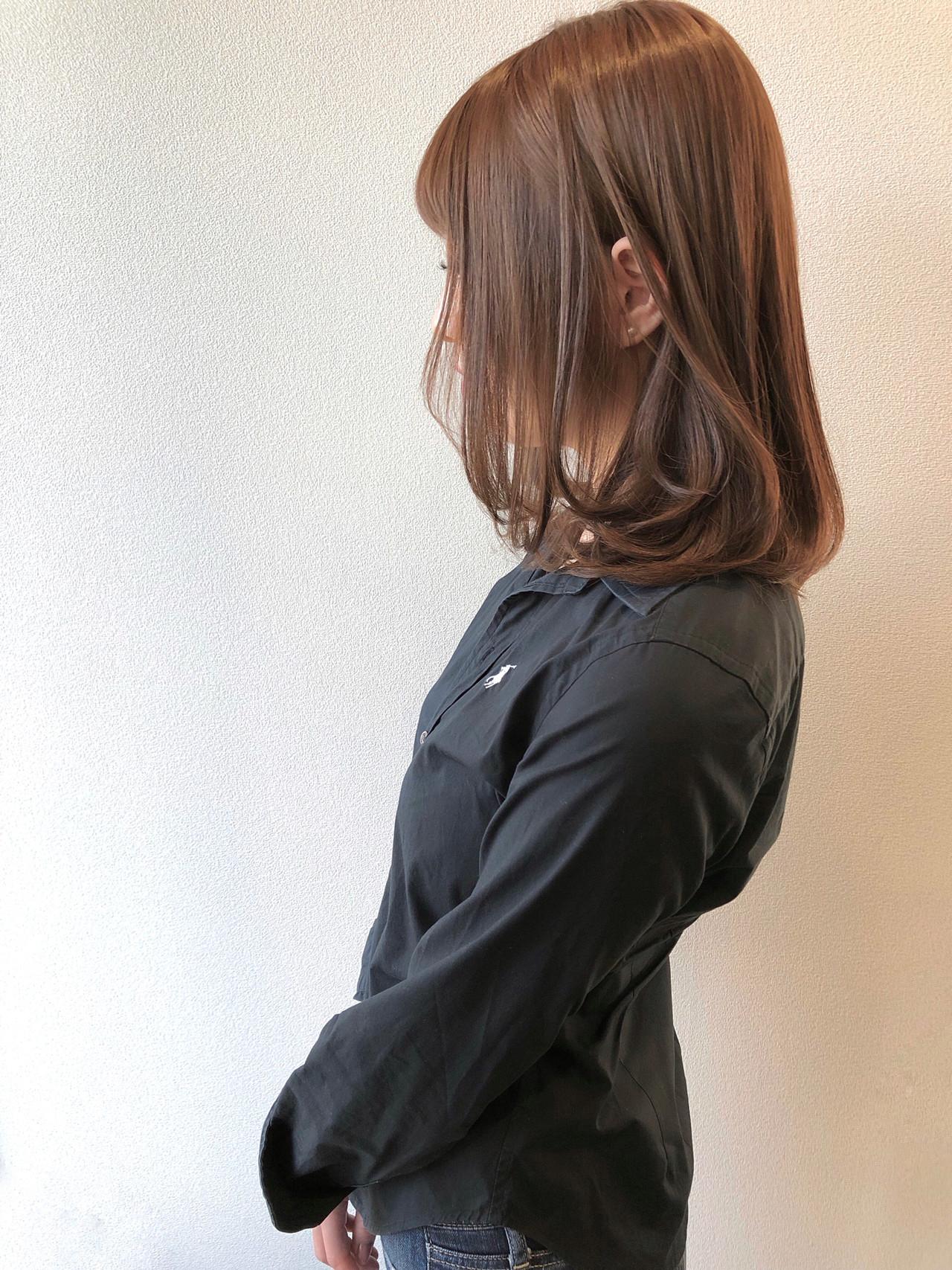 ベージュ アッシュベージュ 秋冬スタイル ミディアム ヘアスタイルや髪型の写真・画像