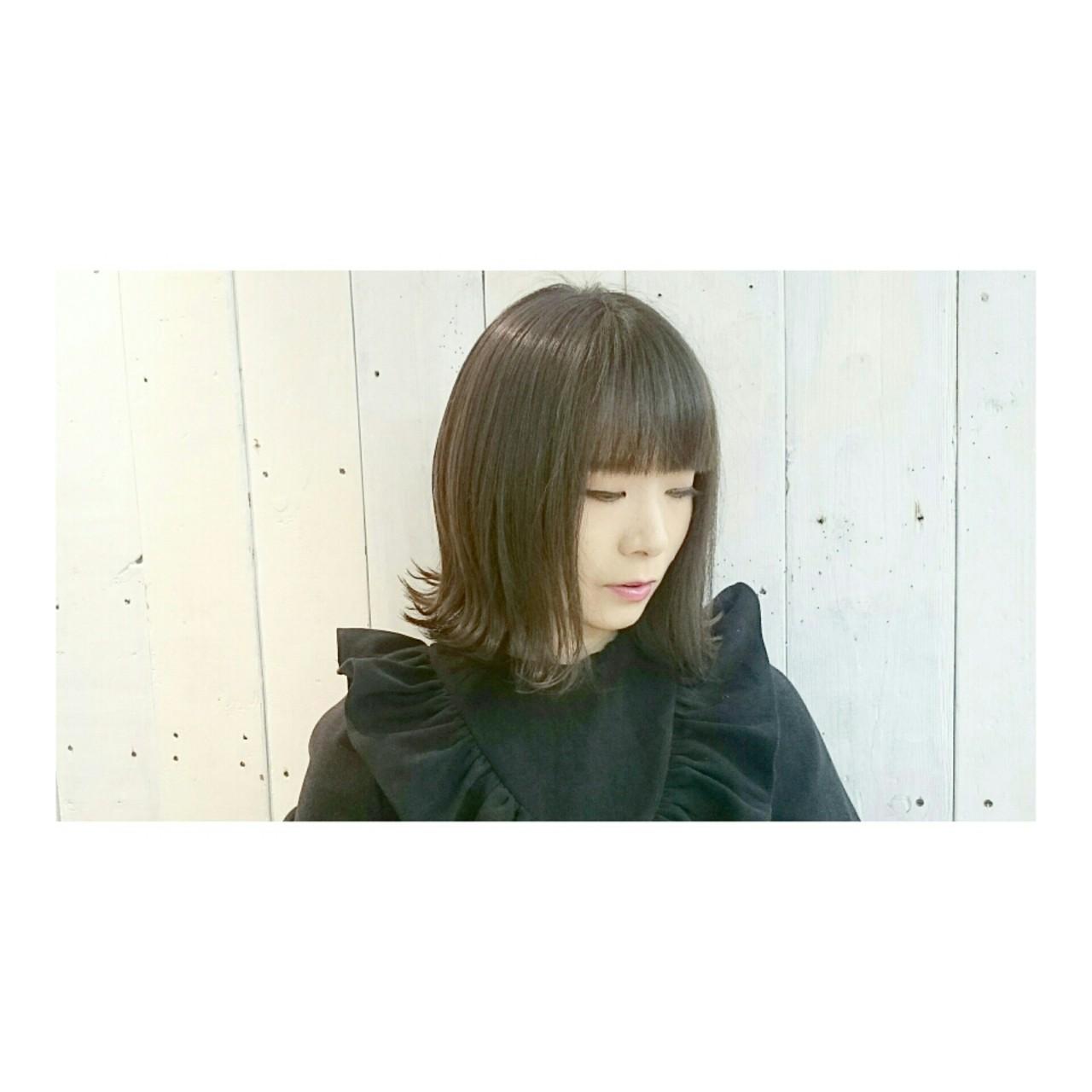 切りっぱなし 外ハネ ボブ モード ヘアスタイルや髪型の写真・画像 | KUMA / hair make PUR