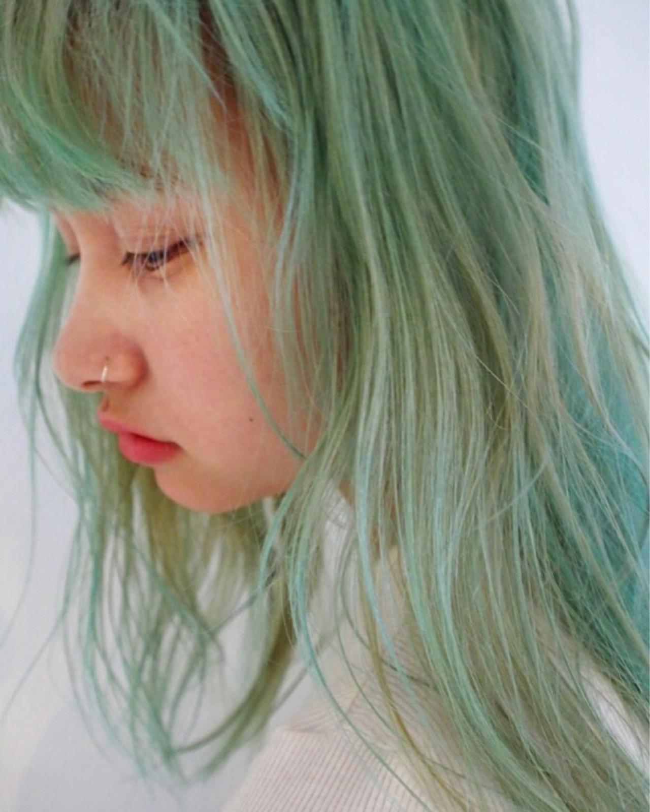 カラーバター 外国人風カラー グラデーションカラー セミロング ヘアスタイルや髪型の写真・画像