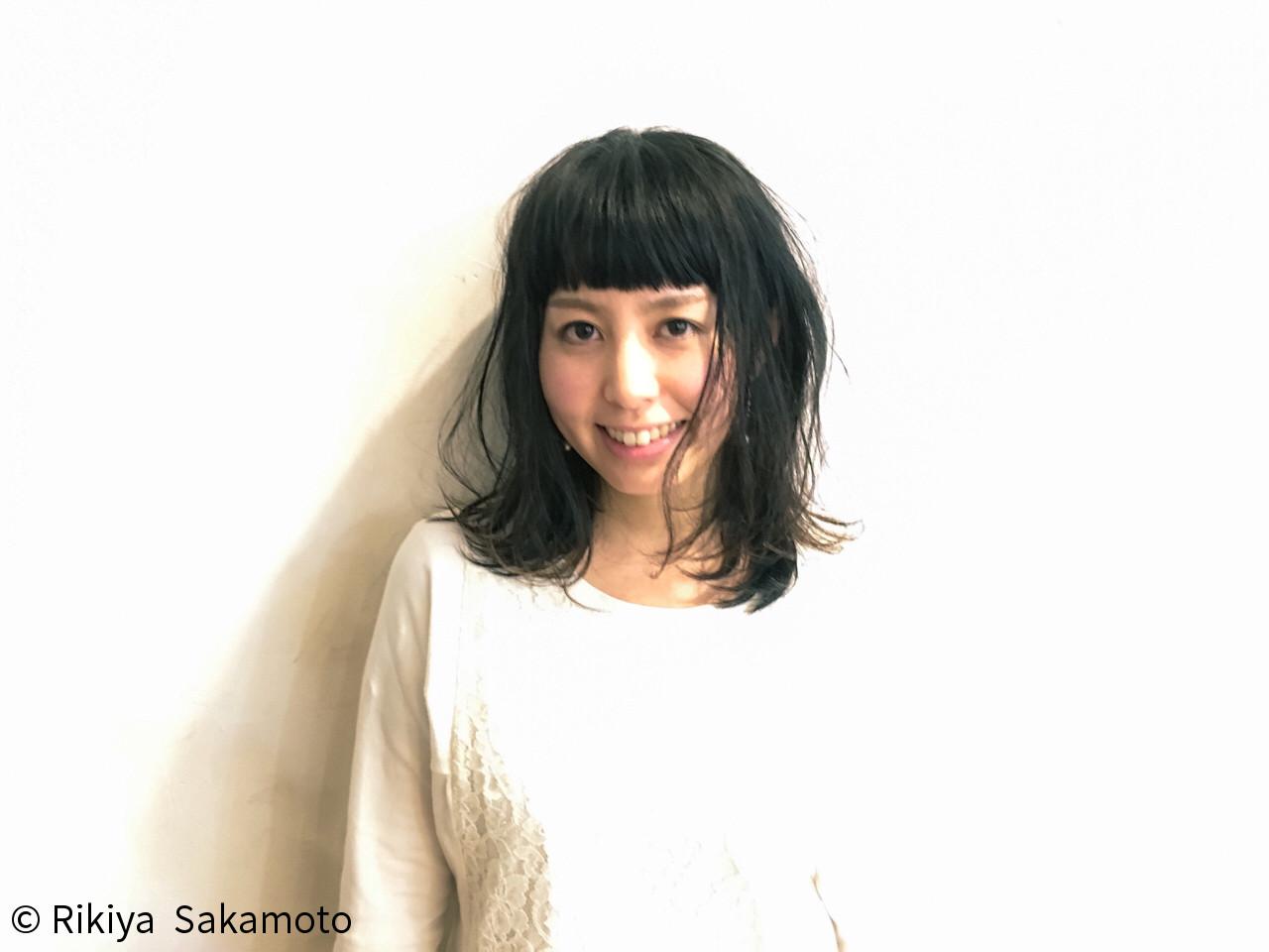 ストリート ミディアム 前髪パッツン 黒髪 ヘアスタイルや髪型の写真・画像