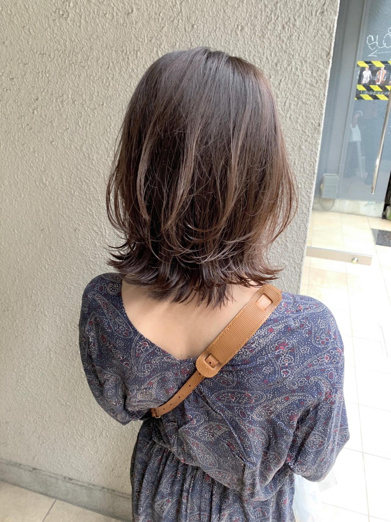 ウルフカット グレージュ セミロング アッシュブラウン ヘアスタイルや髪型の写真・画像