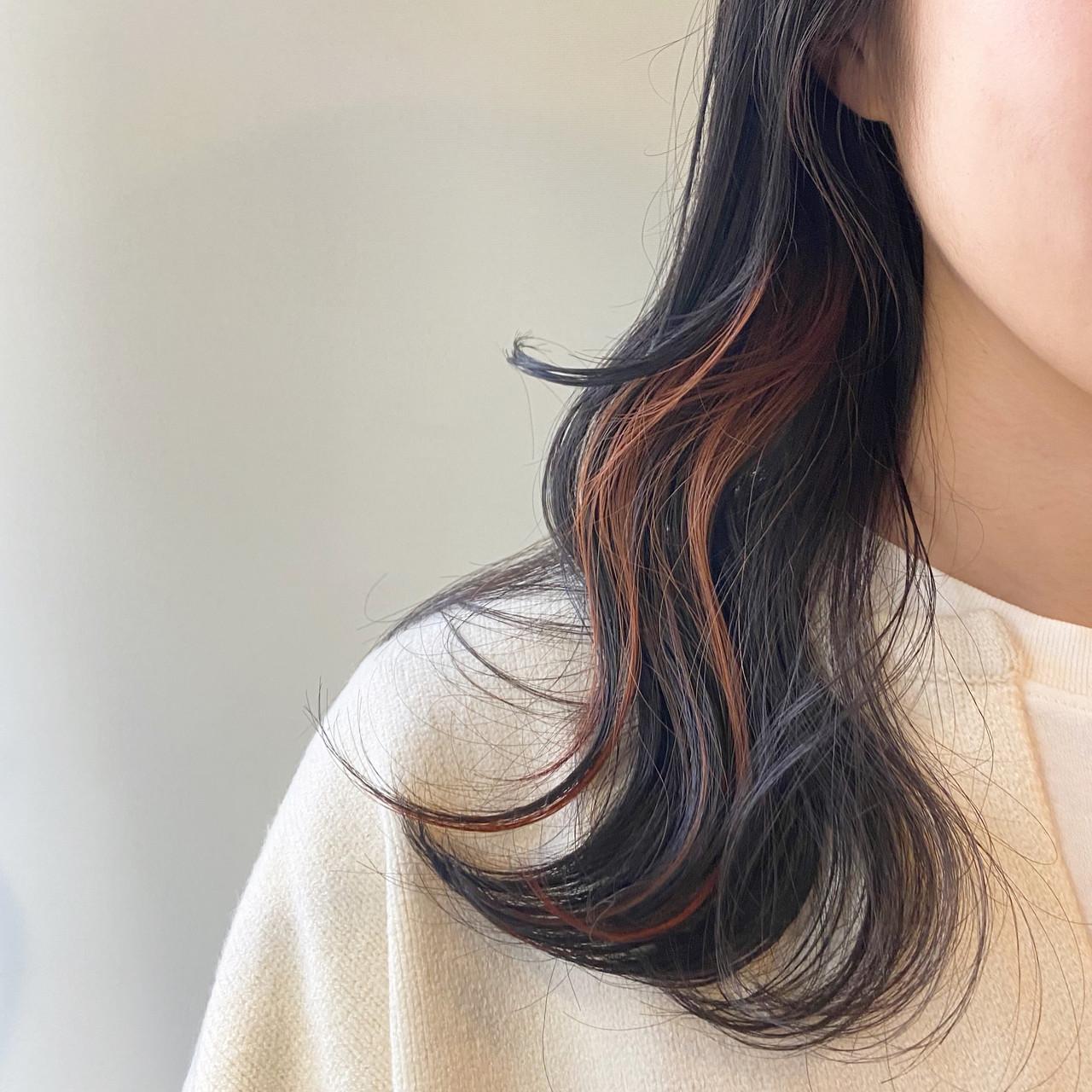 インナーカラー インナーカラーオレンジ オレンジ オレンジブラウン ヘアスタイルや髪型の写真・画像