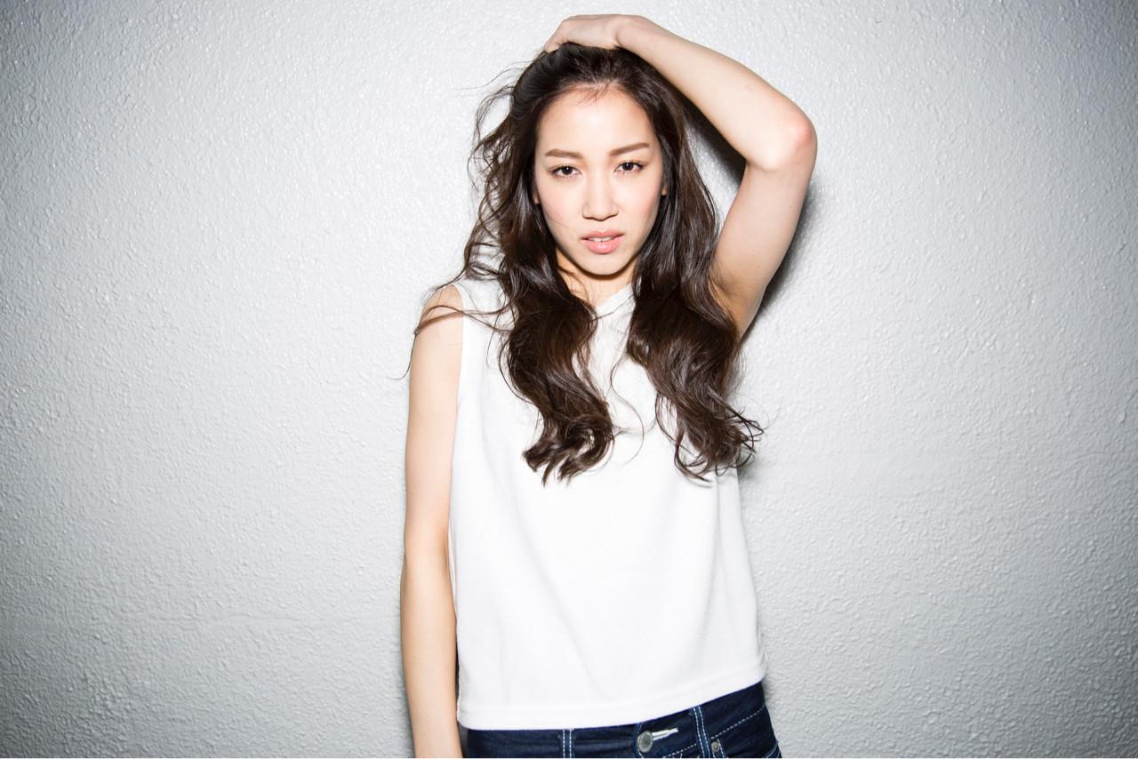 外国人風 ロング ブラウン ストリート ヘアスタイルや髪型の写真・画像