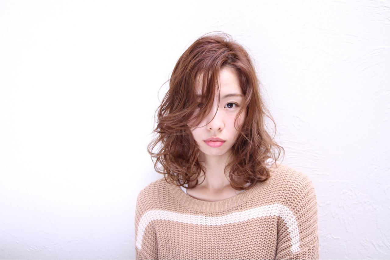 秋 モード かき上げ前髪 ミディアム ヘアスタイルや髪型の写真・画像