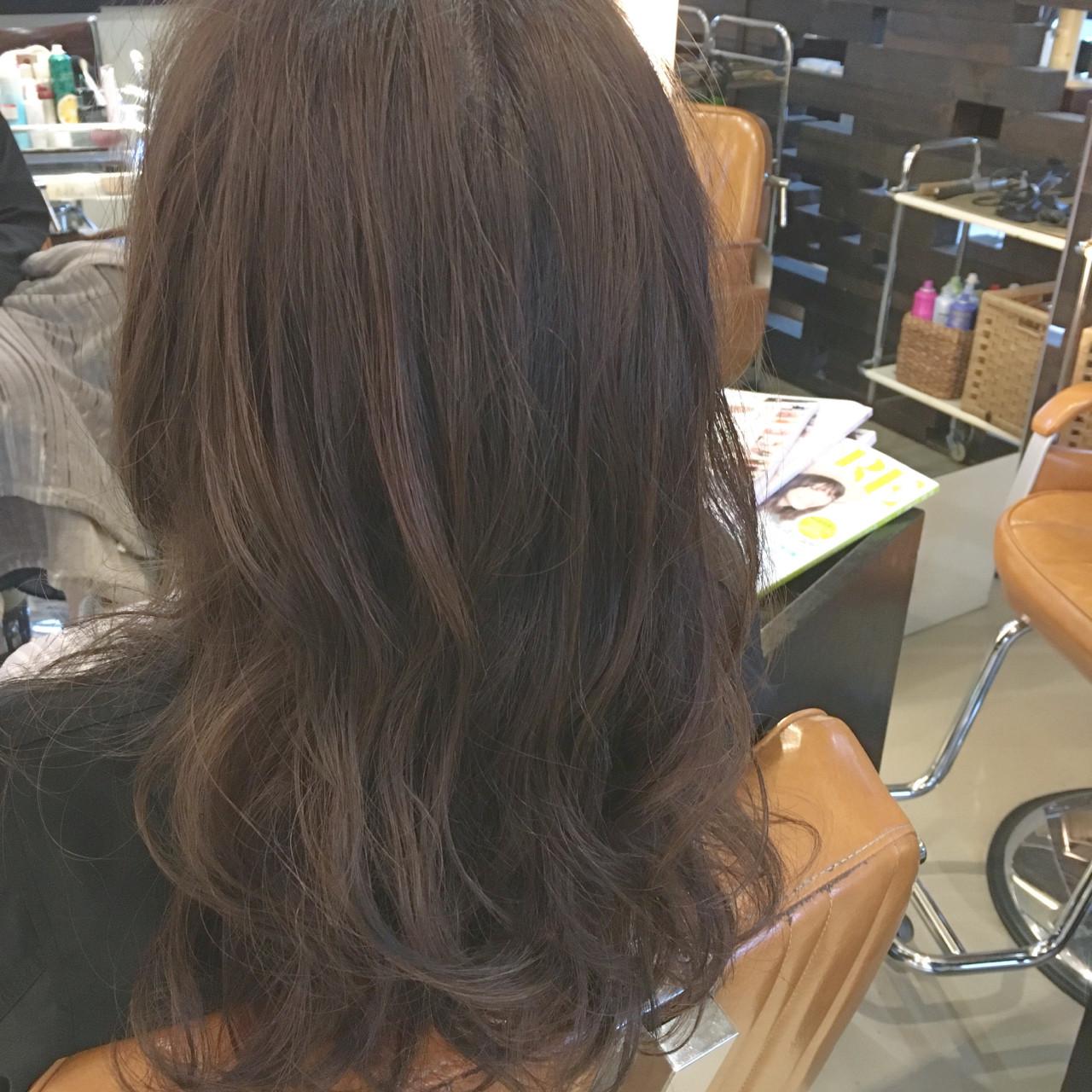 アッシュ パーマ ロング ストリート ヘアスタイルや髪型の写真・画像