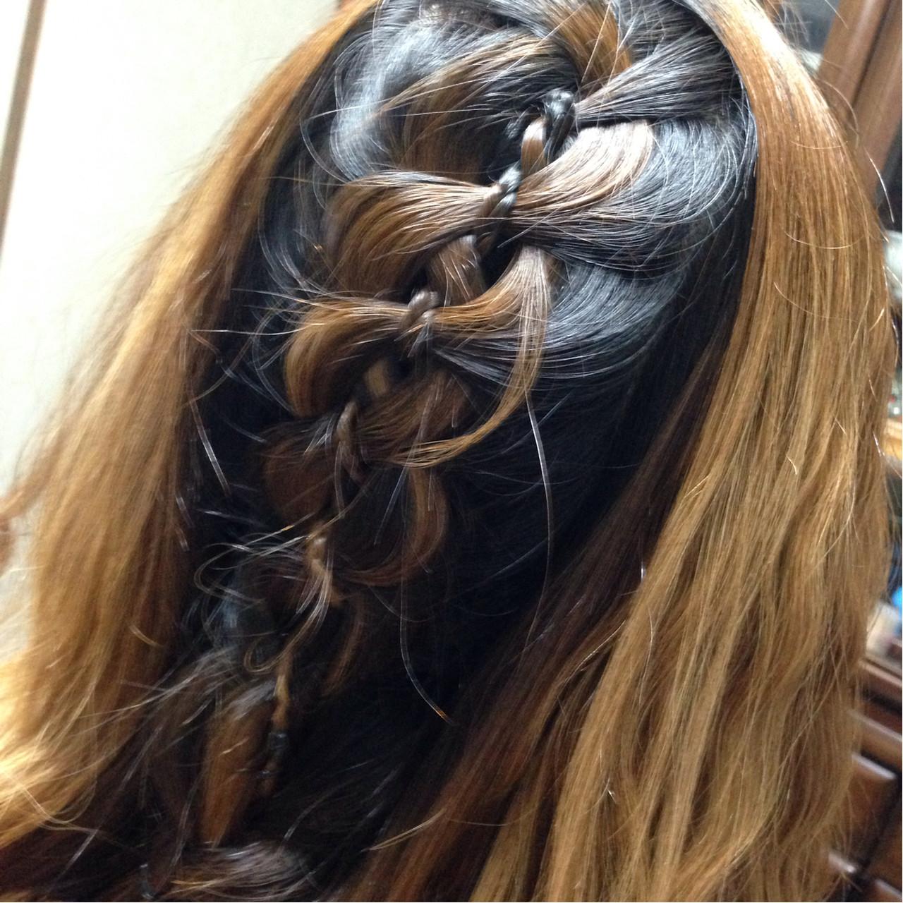 ガーリー ヘアアレンジ セミロング 編み込み ヘアスタイルや髪型の写真・画像