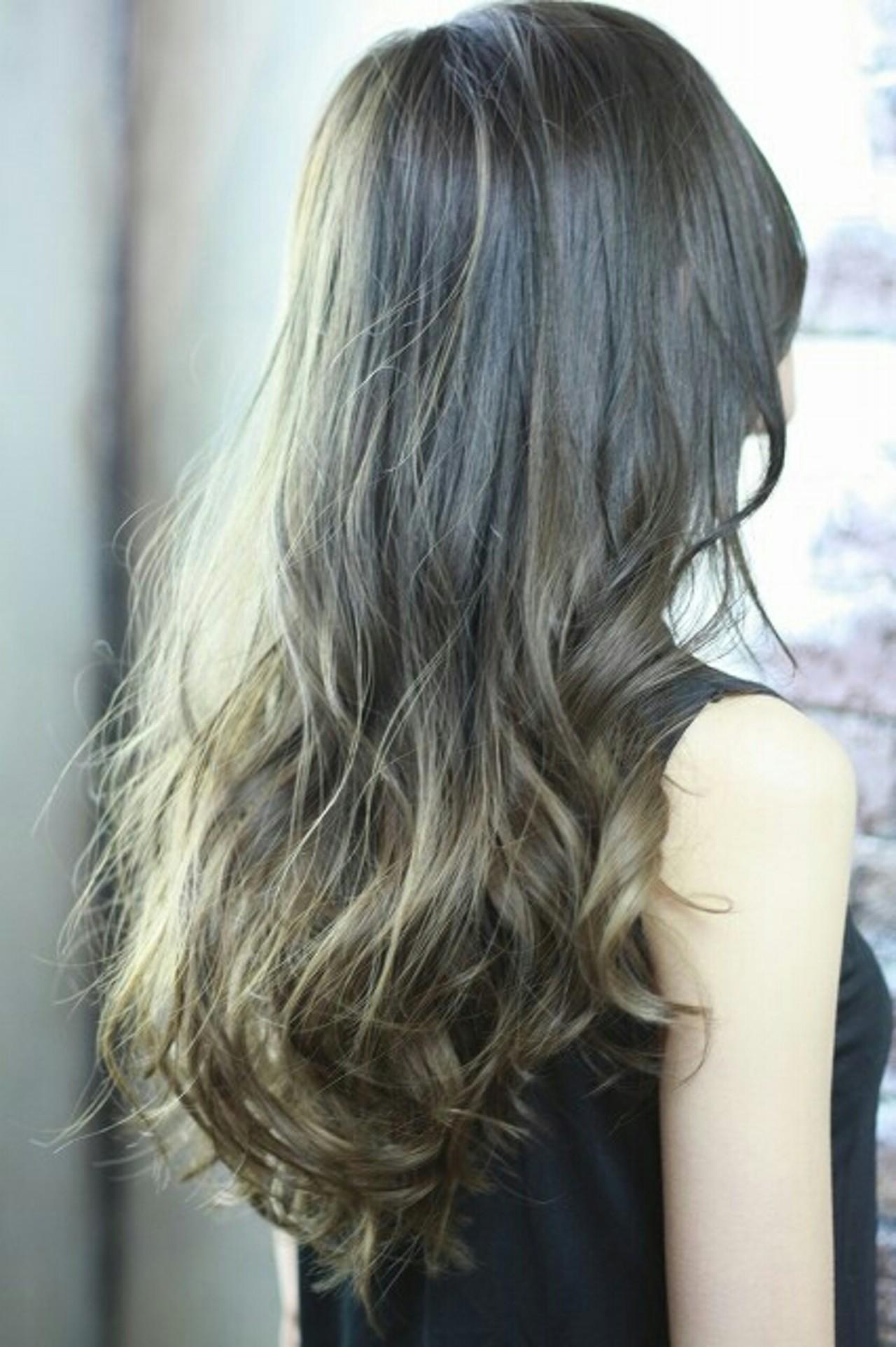 ロング 外国人風 ゆるふわ アッシュ ヘアスタイルや髪型の写真・画像 | 村松芳幸 / parade