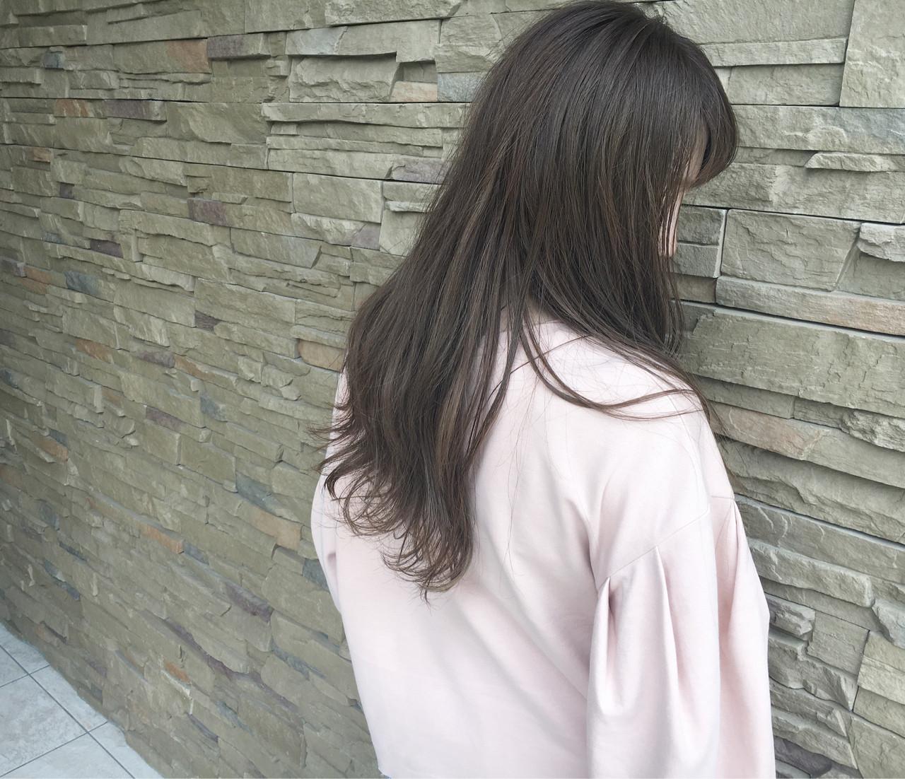 デート ロング アッシュ 透明感 ヘアスタイルや髪型の写真・画像