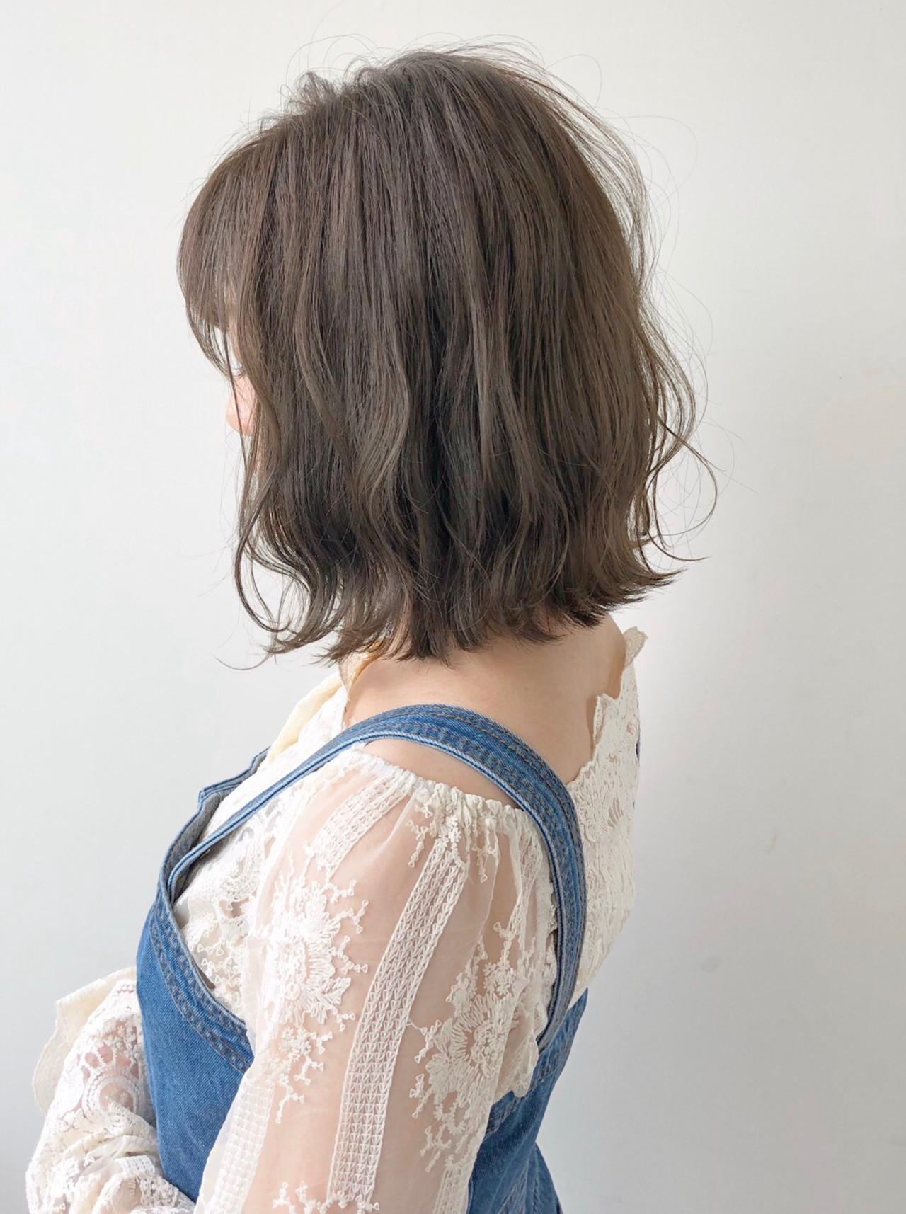 ボブ レイヤーボブ グレージュ 透明感 ヘアスタイルや髪型の写真・画像 | 水野靖己 / GALLARIA Elegante可児店