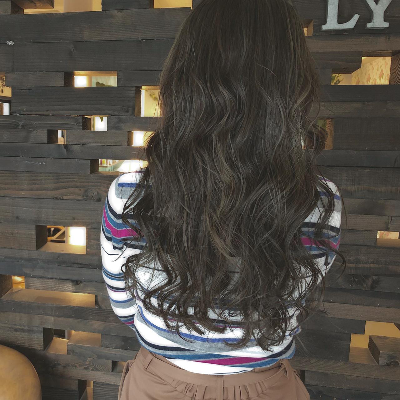 グレージュ ロング バレイヤージュ ハイライト ヘアスタイルや髪型の写真・画像 | ハマダ アヤカ / LYRA