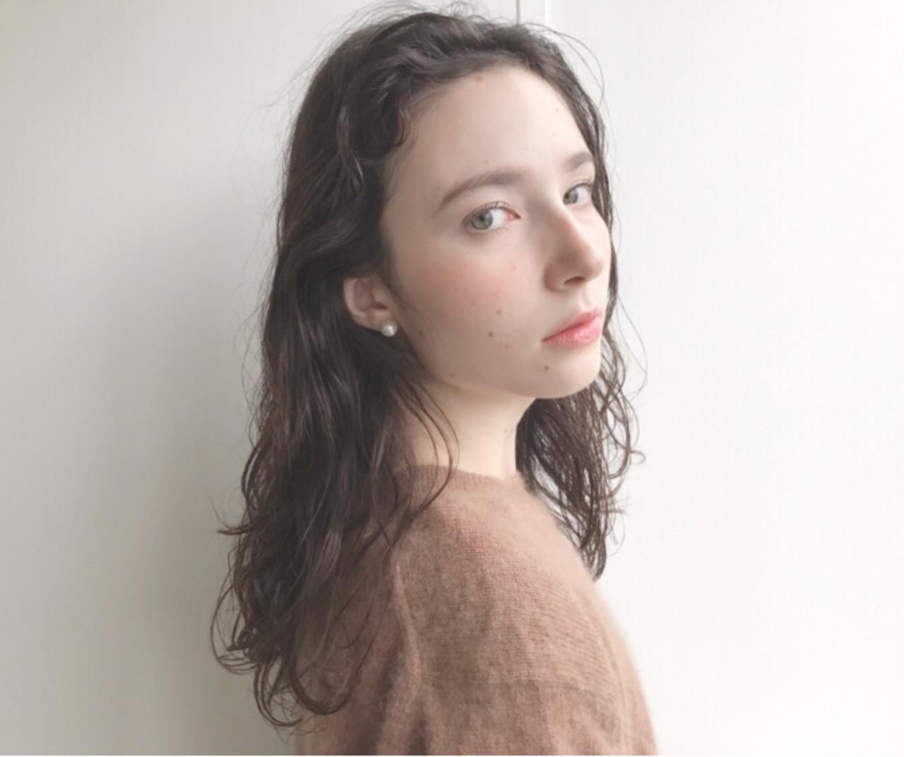 アンニュイほつれヘア ナチュラル セミロング パーマ ヘアスタイルや髪型の写真・画像