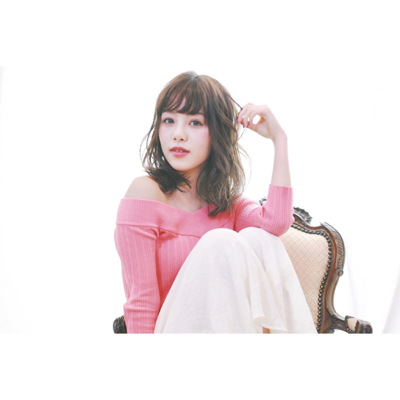フェミニン ウェットヘア オン眉 グレージュ ヘアスタイルや髪型の写真・画像