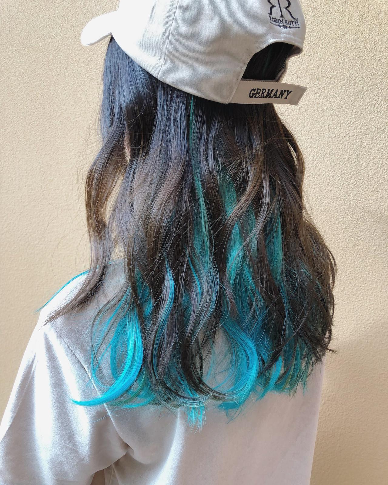 セミロング インナーカラー ストリート クール ヘアスタイルや髪型の写真・画像