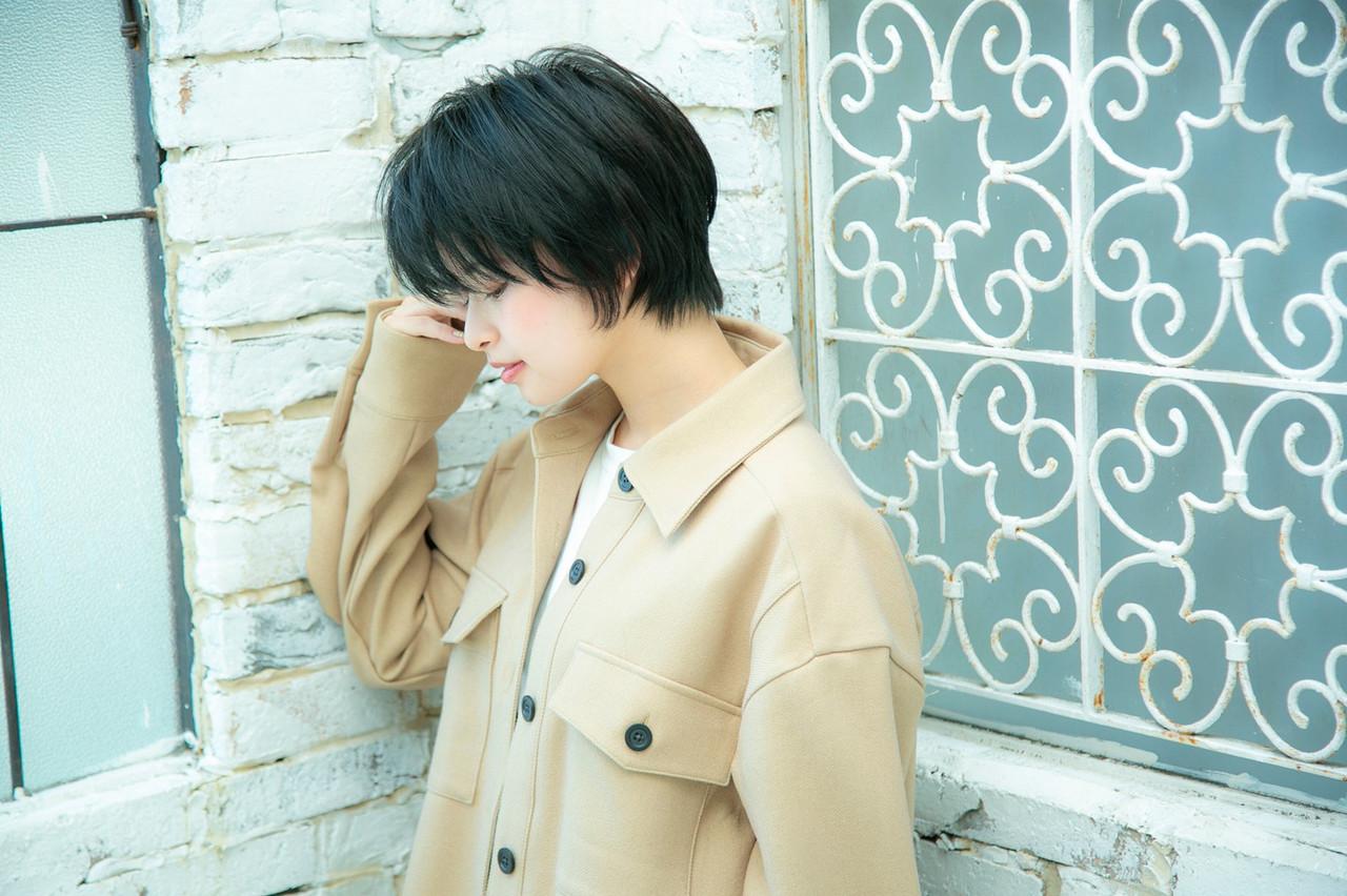 前髪 ナチュラル 暗髪 ハンサムショート ヘアスタイルや髪型の写真・画像 | Reina /