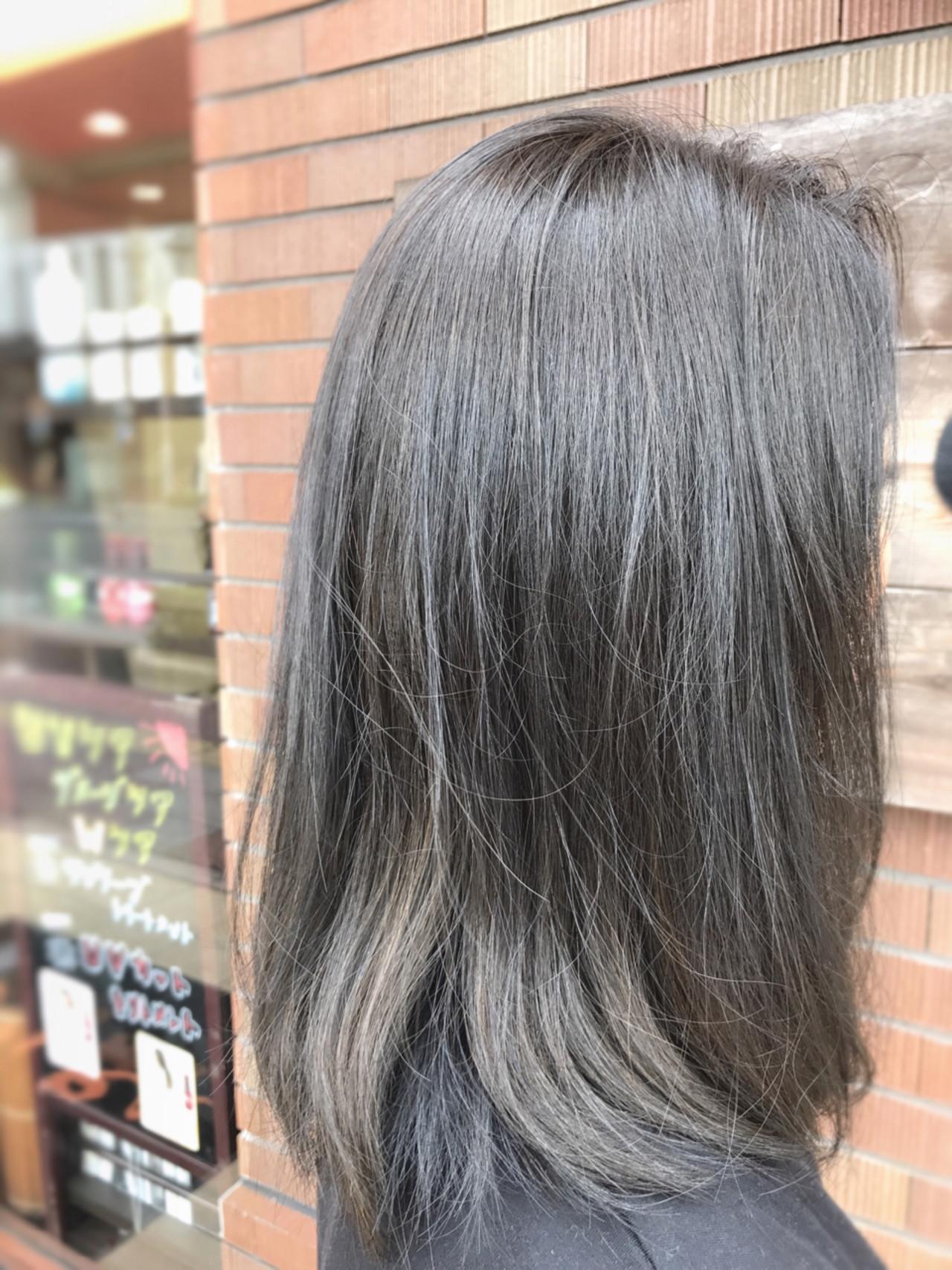 ミディアム グレージュ フェミニン アッシュ ヘアスタイルや髪型の写真・画像 | 大西 正海 / seasons by  marbles