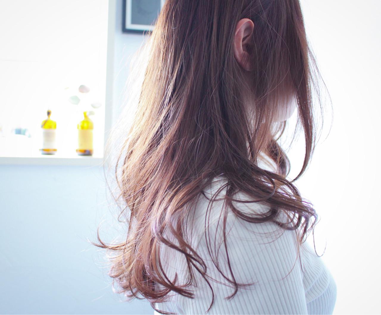 ロング ラベンダーアッシュ ラベンダー ナチュラル ヘアスタイルや髪型の写真・画像