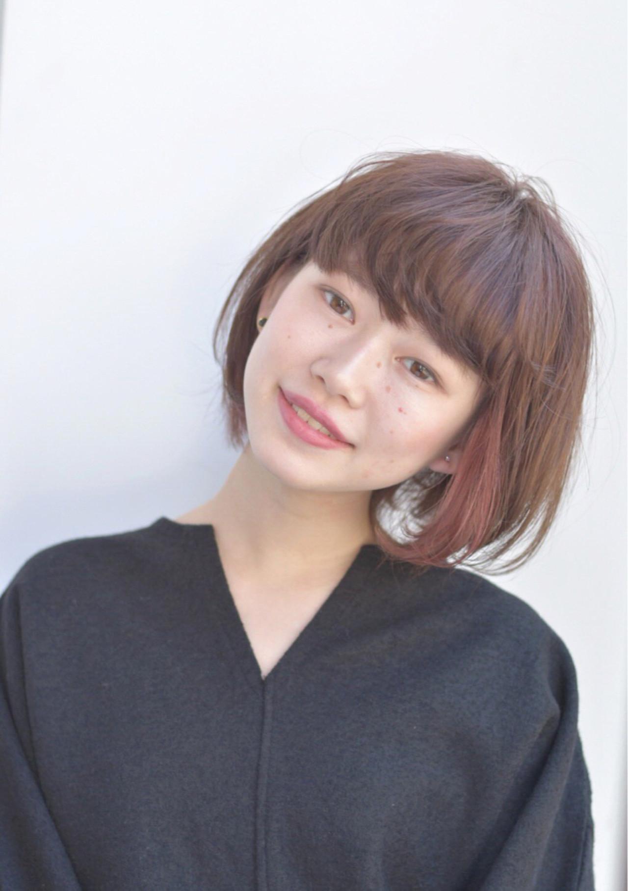 フリンジバング 前髪あり ミルクティー 透明感 ヘアスタイルや髪型の写真・画像
