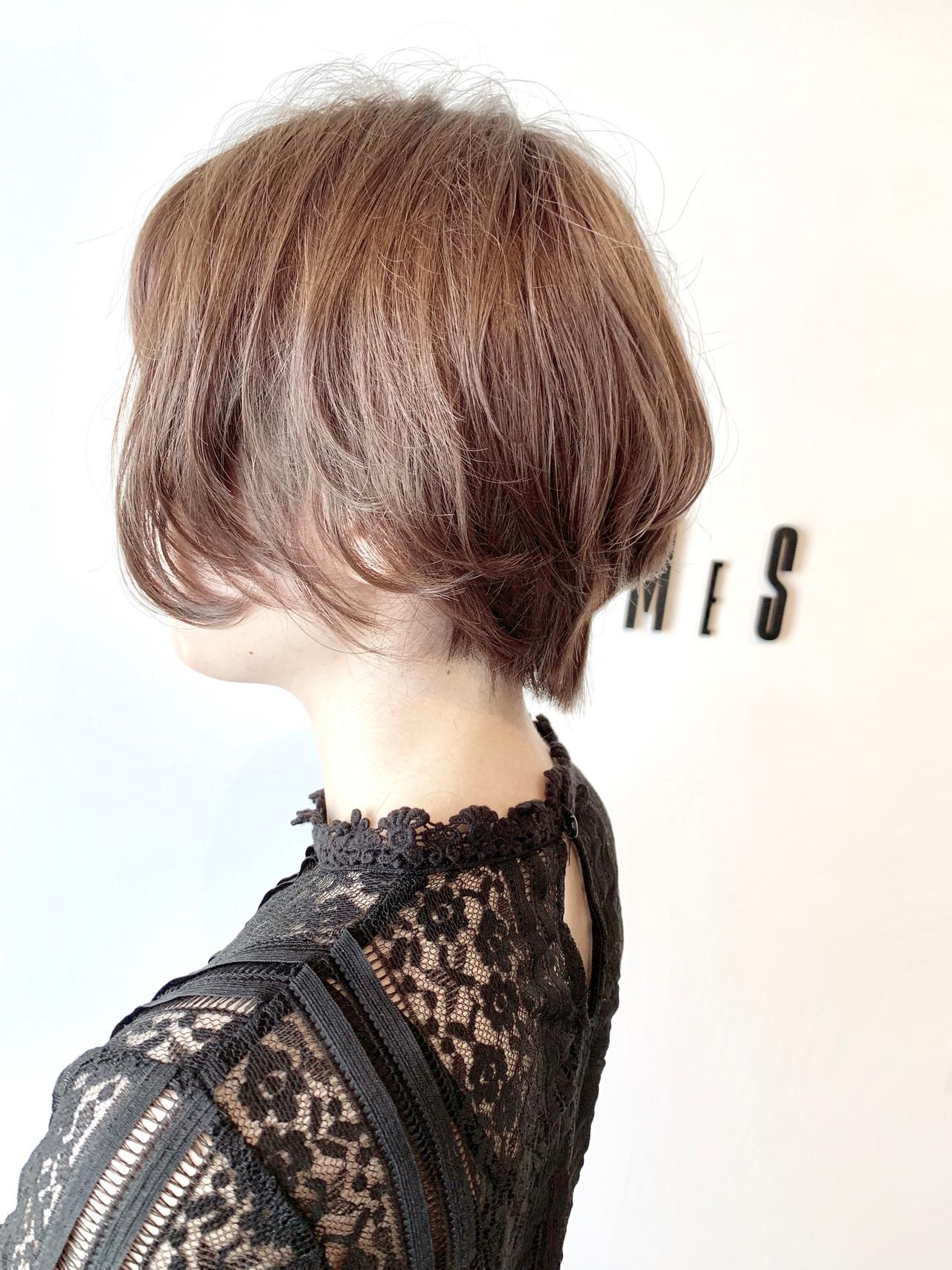 アッシュ ショート フェミニン 大人可愛い ヘアスタイルや髪型の写真・画像