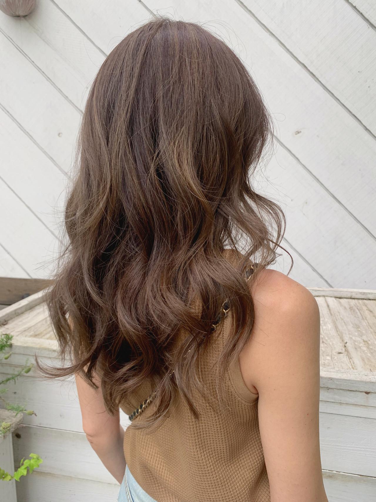 大人ハイライト バレイヤージュ 外国人風カラー ナチュラル ヘアスタイルや髪型の写真・画像 | KT / フリー