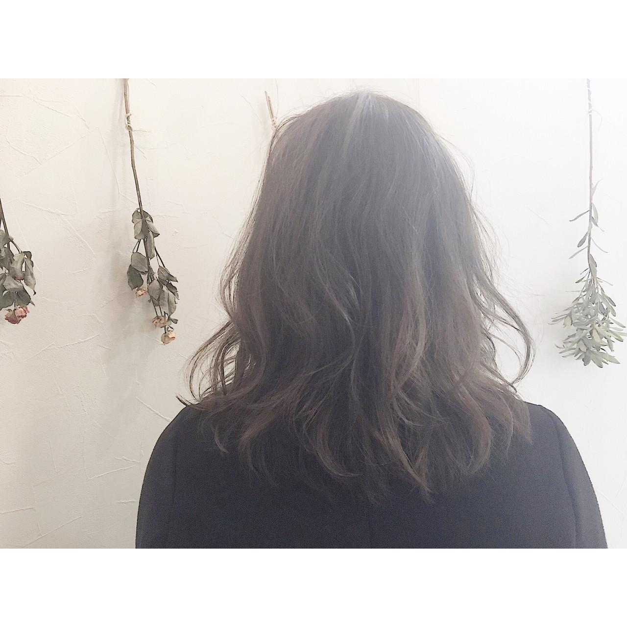 おフェロ セミロング ハイライト ナチュラル ヘアスタイルや髪型の写真・画像