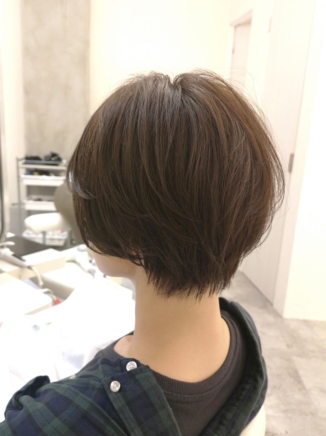ショート グレージュ ハンサムショート ナチュラル ヘアスタイルや髪型の写真・画像
