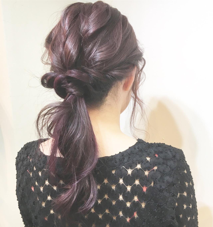 ベリーピンク×バイオレットインナーカラー×大人ルーズなポニーテールヘアアレンジ☆