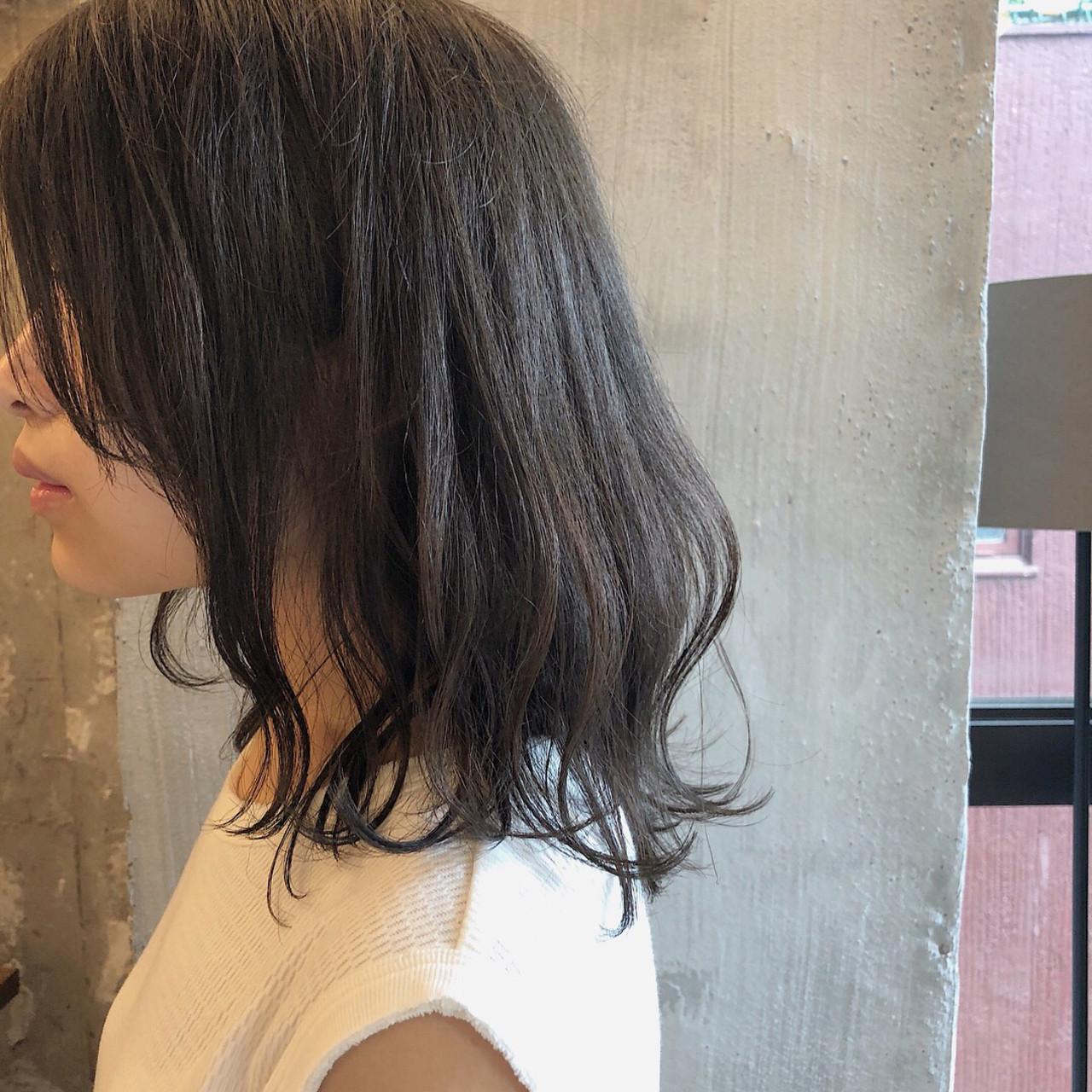 グレージュ ミディアム 暗髪 外国人風カラー ヘアスタイルや髪型の写真・画像
