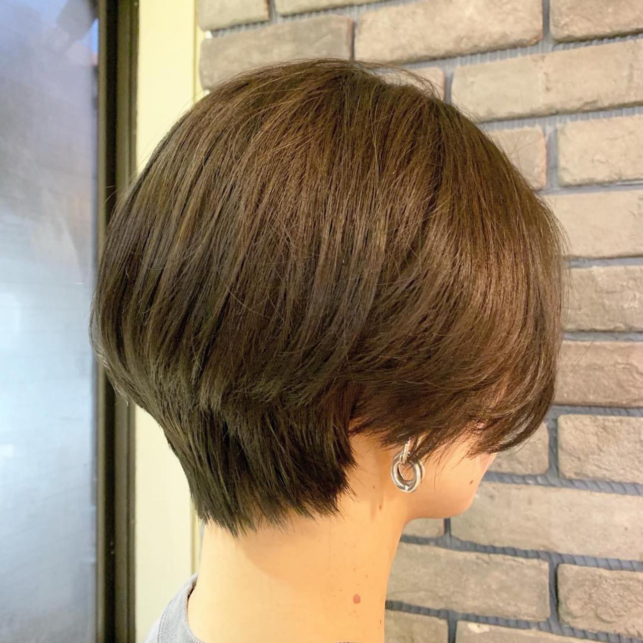 ナチュラル アンニュイほつれヘア 前下がりショート 小顔ショート ヘアスタイルや髪型の写真・画像