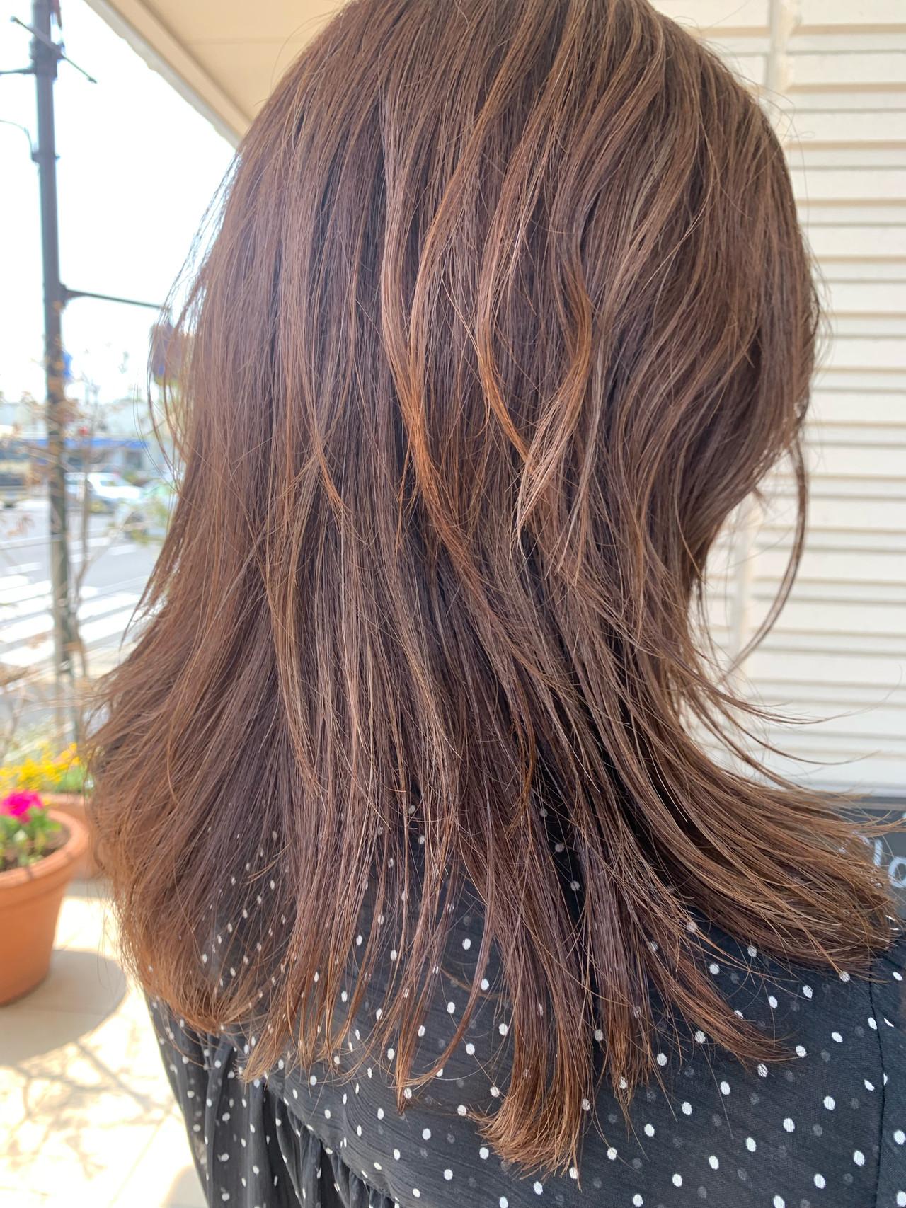セミロング ウルフカット ハイライト 大人ハイライト ヘアスタイルや髪型の写真・画像