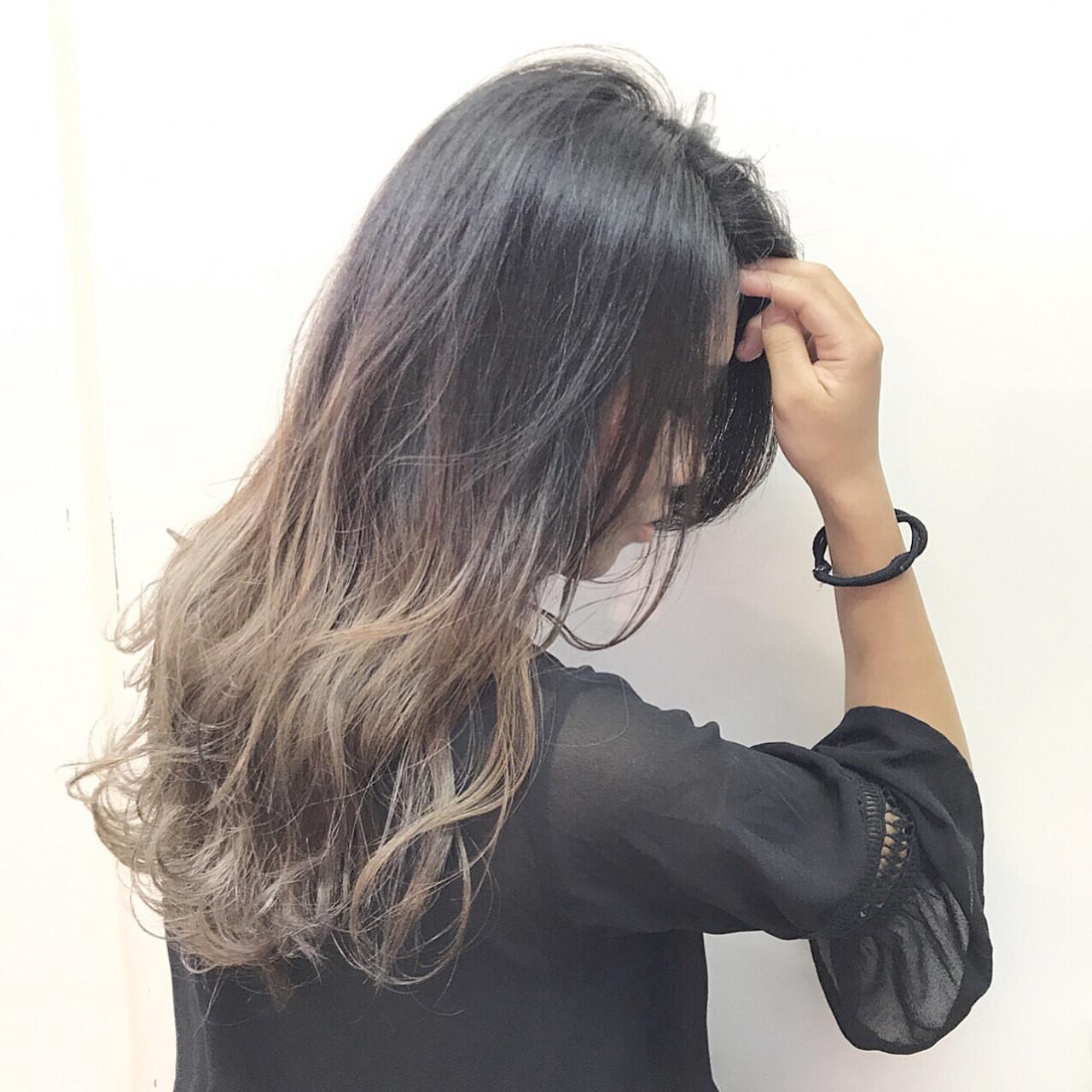 グレージュハイグラデーション . 群馬から僕のInstagramをみて来てくれました^ ^ まりなさん今日は本当にありがとうございました^ ^ , 黒染めからのこのクオリティ! 履歴と髪質とを考えてここまで持って行くカラーをマニアックに追求しました! . 新しい髪色楽しんでくださいね^ - ^ . 担当 creative designer 【落合健二】の作るSTYLE ??? @kenjikunn1 https://www.instagram.com/kenjikunn1/?ref=badge . ぜひ落合に髪をやってもらいたい方、 ご予約やご相談、お仕事のご依頼、ご質問、等ありましたら、DMまたはLINEにてご連絡お待ちしてますね☆ . 絶対に可愛くします!! .