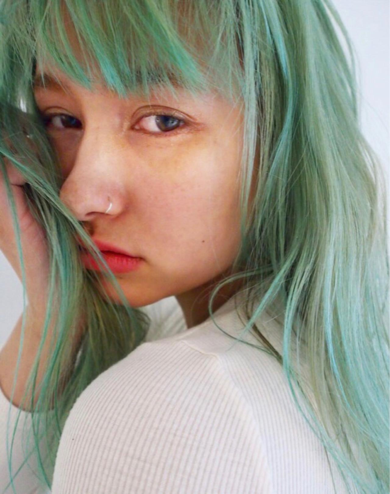 カラーバター ラフ ブリーチ ストリート ヘアスタイルや髪型の写真・画像