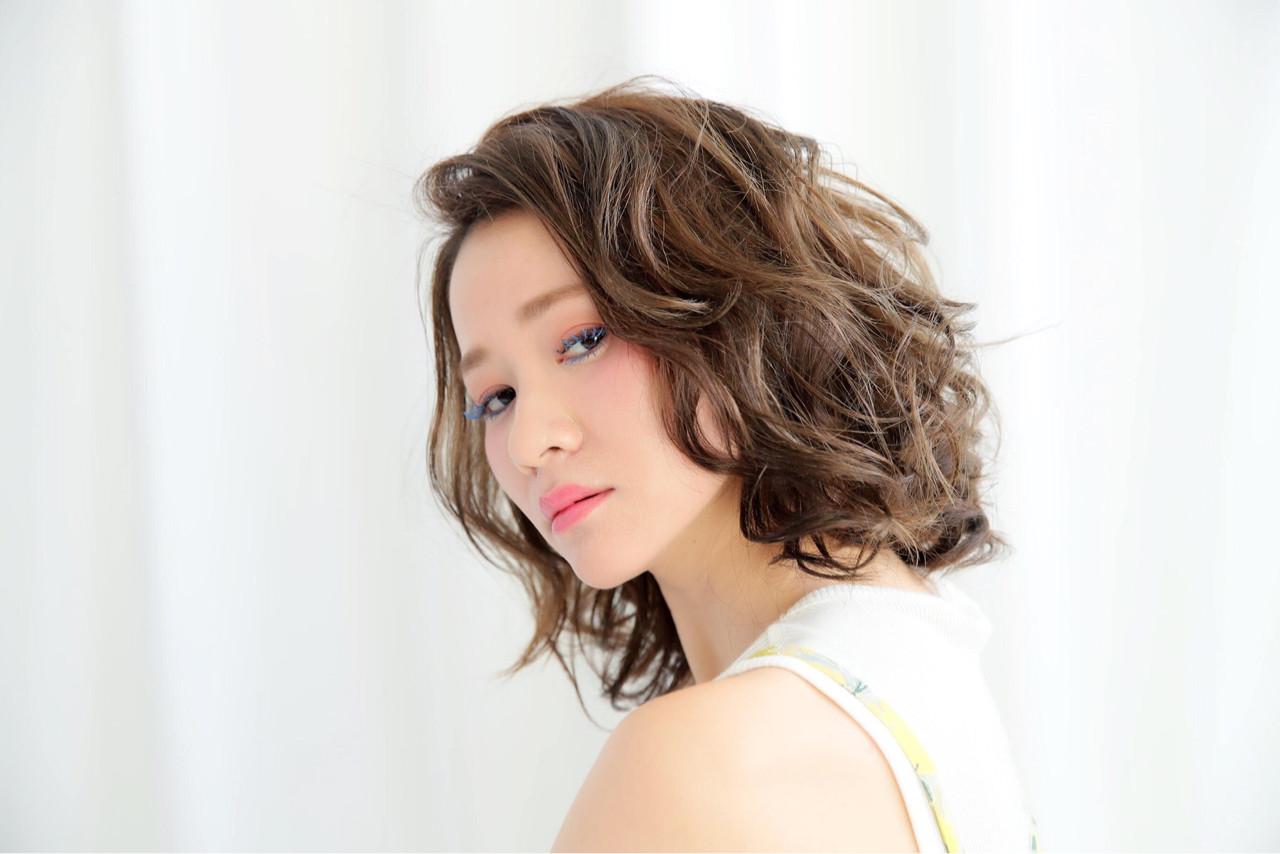 パーマ ガーリー ミディアム デート ヘアスタイルや髪型の写真・画像