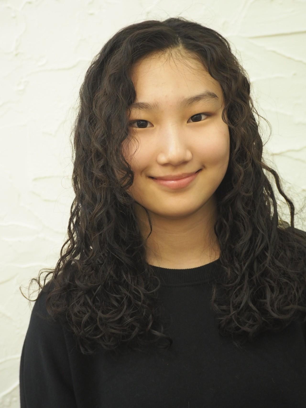 パーマ 外国人風 黒髪 フェミニン ヘアスタイルや髪型の写真・画像 | kannoTAIKI / hair produce YANK'S!
