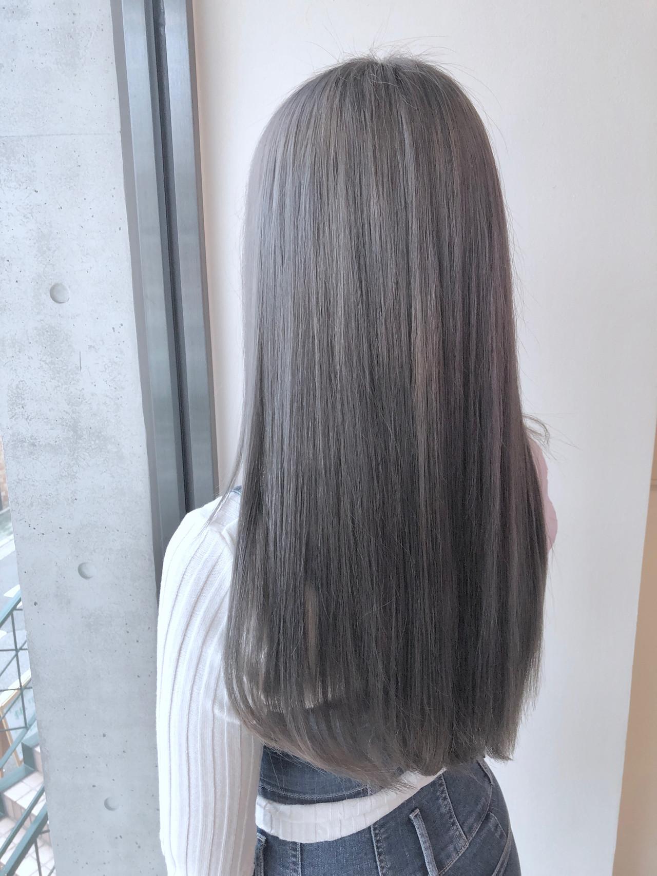 グレージュ ブリーチ ヘアカラー ナチュラル ヘアスタイルや髪型の写真・画像