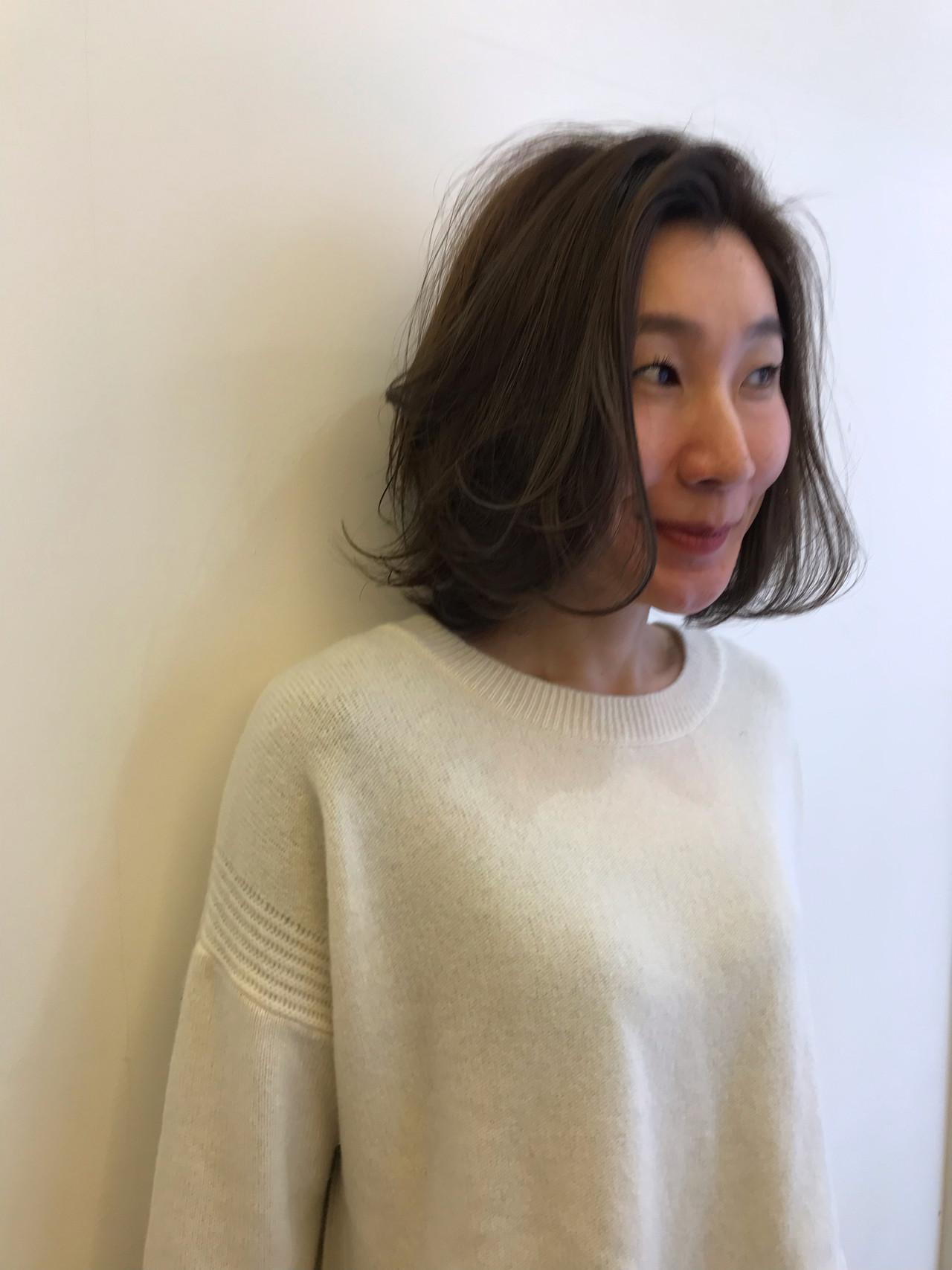 デート アンニュイほつれヘア オフィス パーマ ヘアスタイルや髪型の写真・画像