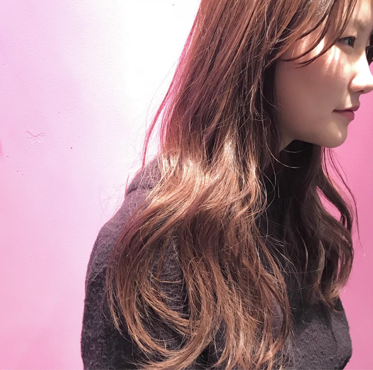 デート ガーリー ロング ベージュ ヘアスタイルや髪型の写真・画像