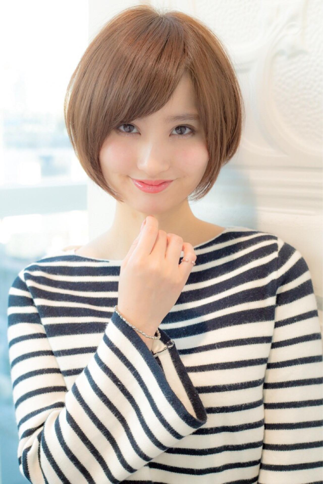 ショート ナチュラル 小顔 ニュアンス ヘアスタイルや髪型の写真・画像